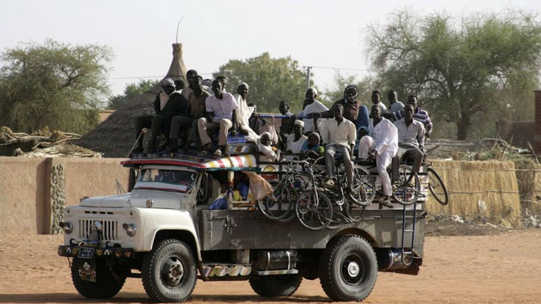 Displaced Sudanese people from the district of Abu Kershola, arrive on April 29, 2013 in the North Kordofan town of El Rahad. Sudanese rebels clashed with government forces on Saturday for the second time this week in the strategic South-North Kordofan region, the insurgents said.