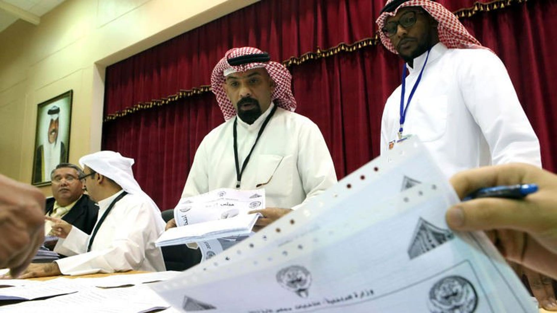 Kuwaiti judges and their aides count the ballots at a polling station after closure of voting in al-Khaldeyya district of Kuwait city, on July 27, 2013. Kuwait's Emir Sheikh Sabah al-Ahmad Al-Sabah on Monday asked the outgoing prime minister to form a new government following polls, the official KUNA news agency reported.