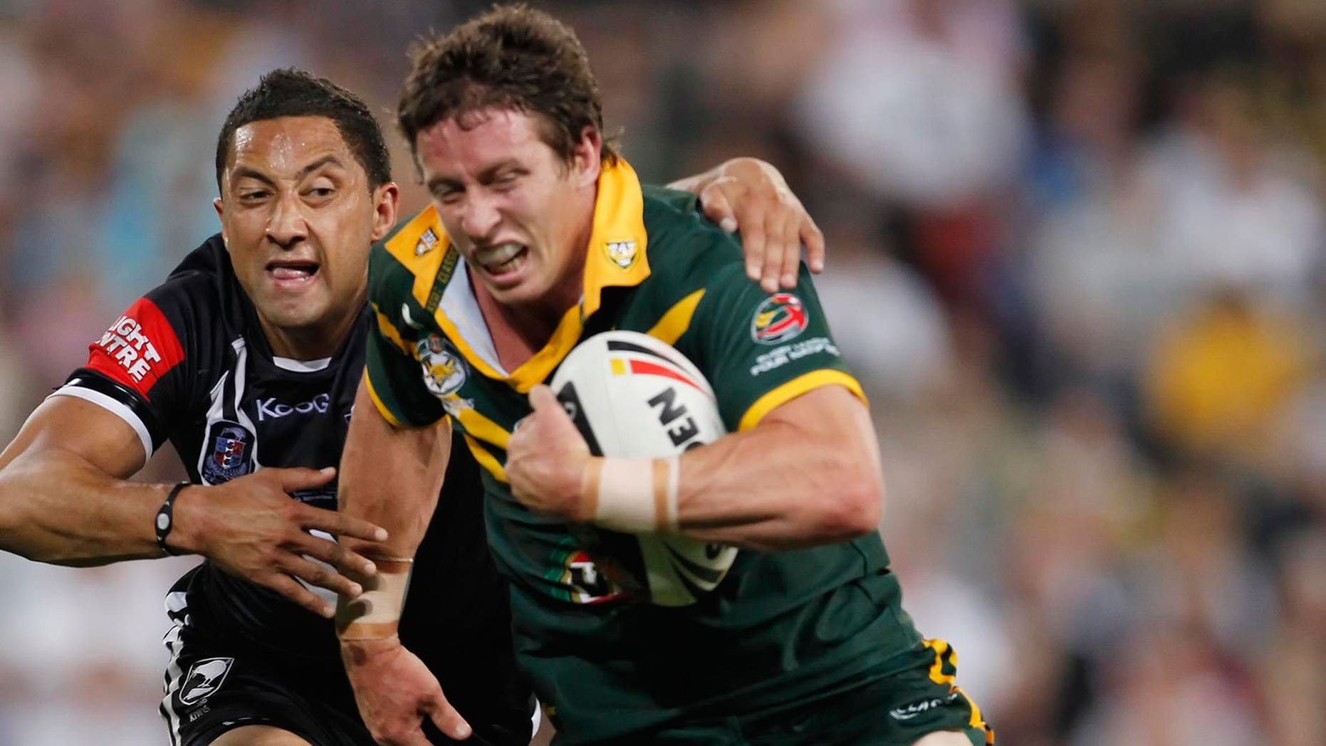 Benji Marshall (L) pictured during a Four Nations Test against Australia in Brisbane on November 13, 2010. The Auckland Blues emerged Saturday as the frontrunner to snap up Marshall who said the prospect of becoming an All Black could motivate him to switch codes.