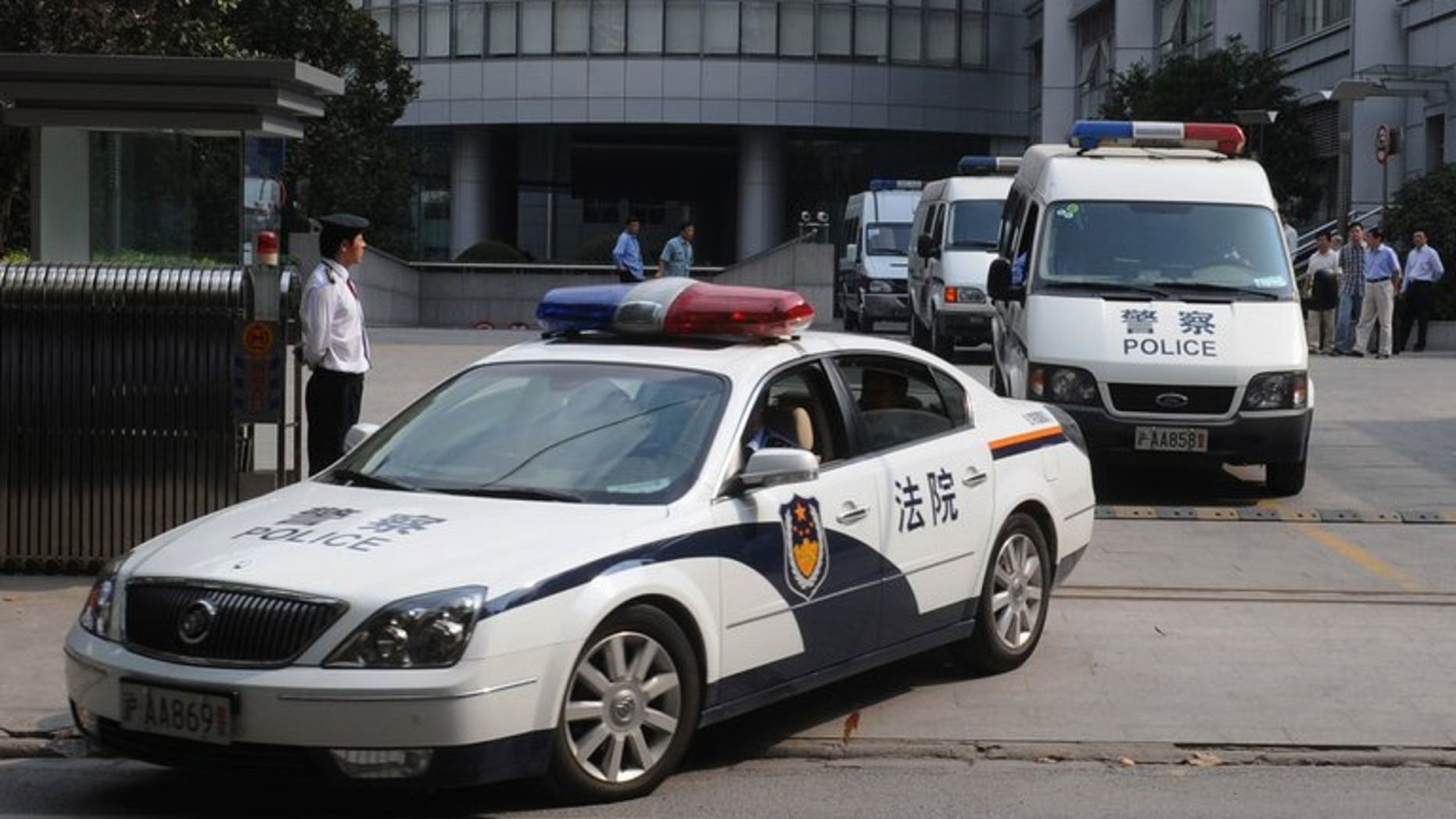A police motorcade leaves the Shanghai Higher People's Court on October 20, 2008. The chief judge of the court's No.1 Civil Tribunal, and three other officials, have been suspended.