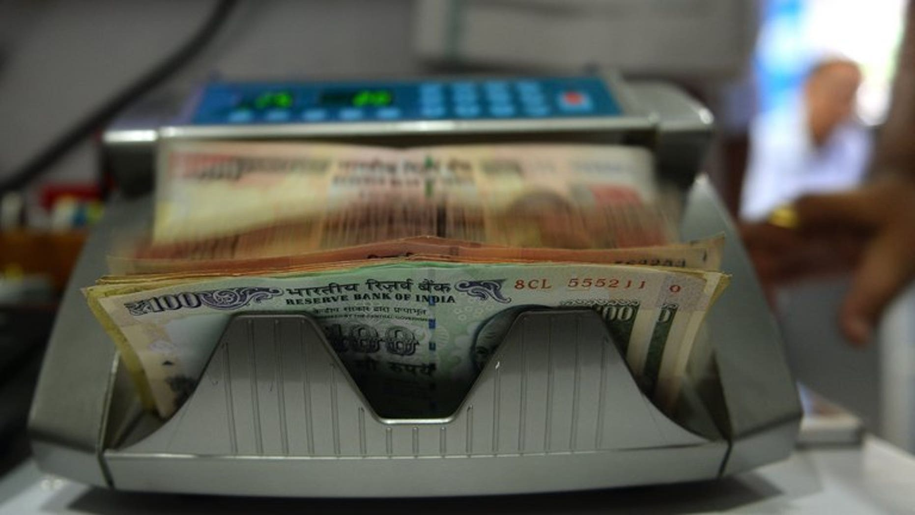 A cash counting machine counts Indian rupee notes in Mumbai, on July 31, 2013. The rupee, Asia's worst-performing major currency this year, plunged to a fresh record low against the dollar on Tuesday over concerns that foreign capital could flow back to the United States as the American economy picks up.