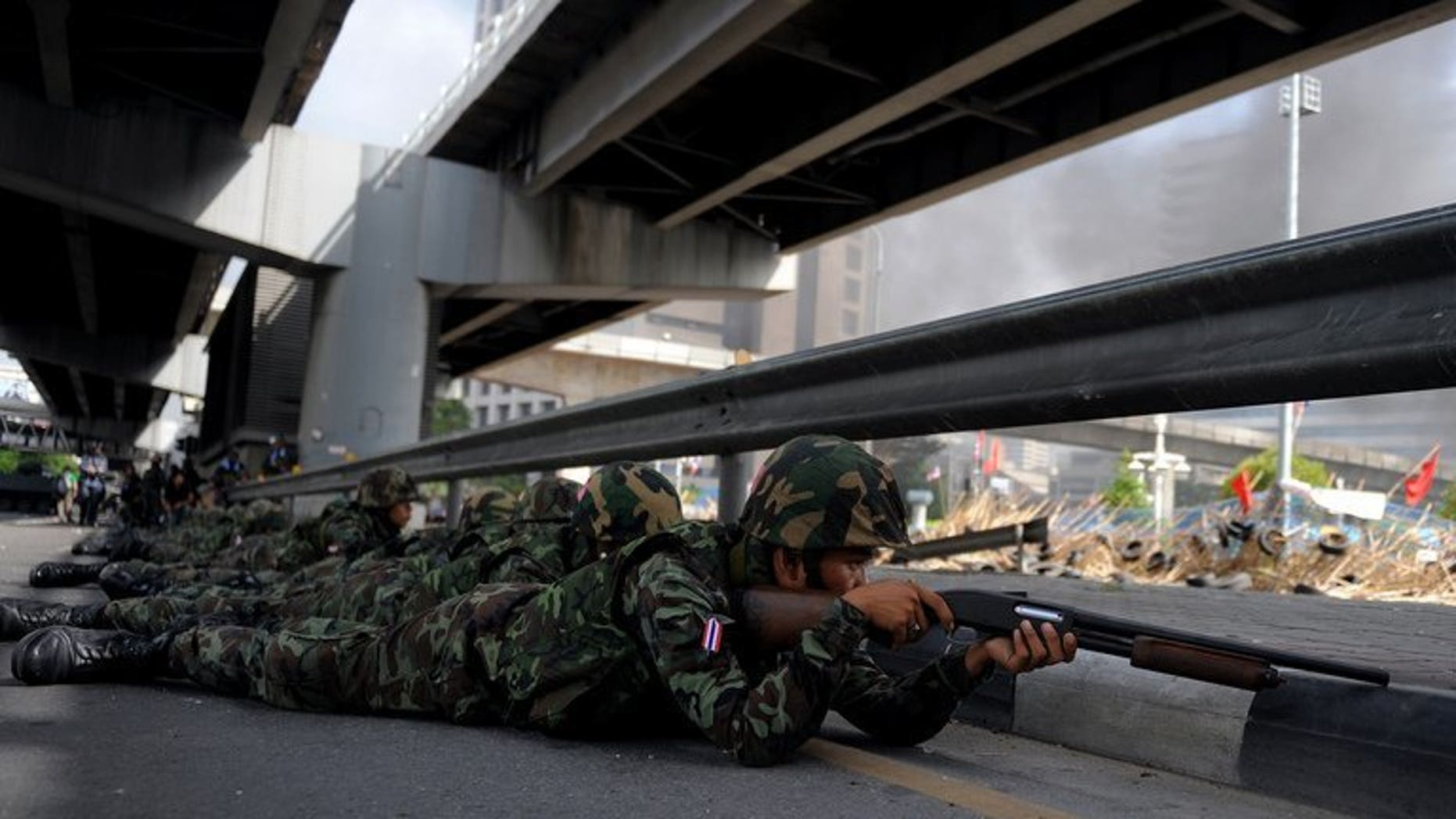 Thai soldiers take position outside the Red Shirt anti-government protesters' camp in Bangkok on May 19, 2010. Six Thais, including a nurse and two rescue volunteers, shot dead while sheltering in a Bangkok temple declared a safe zone during 2010 protests were killed by army bullets, a court ruled Tuesday.