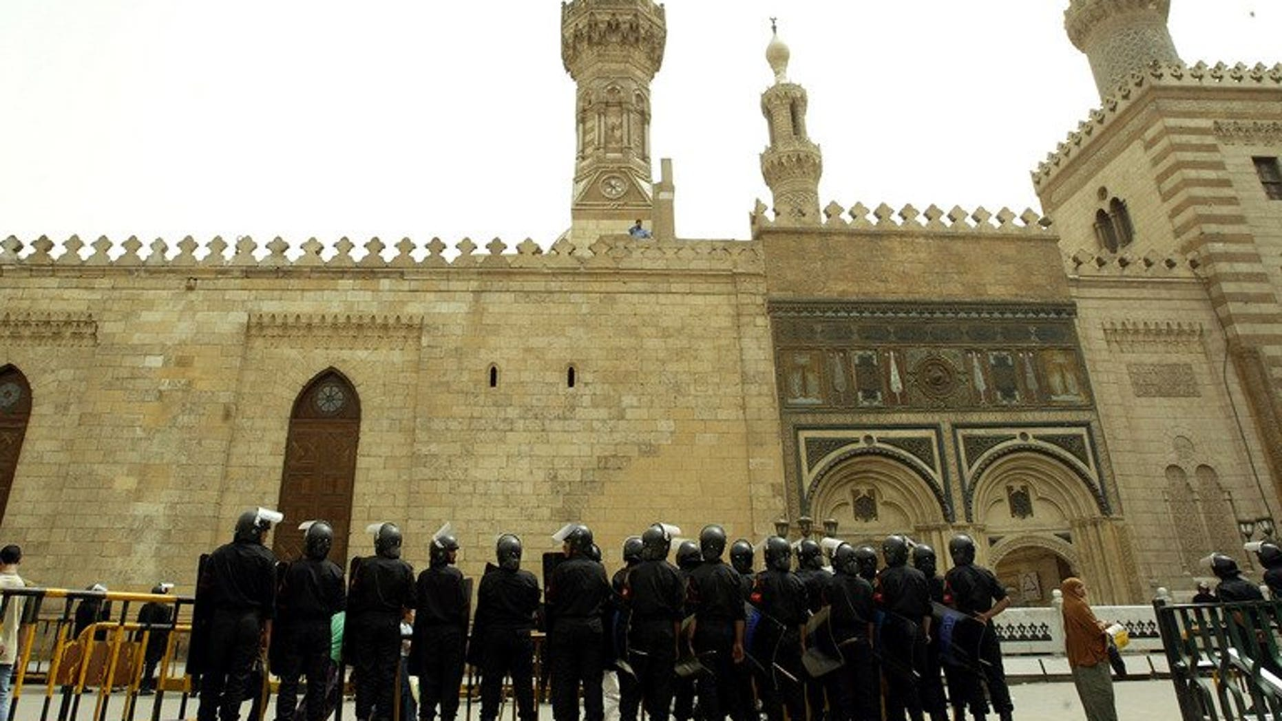 Egyptian riot police guard the entrance of al-Azhar mosque in Cairo, on April 4, 2003. Al-Azhar -- Sunni Islam's main seat of learning -- has distanced itself from the crackdown on protesters loyal to ousted president Mohamed Morsi which left dozens dead.