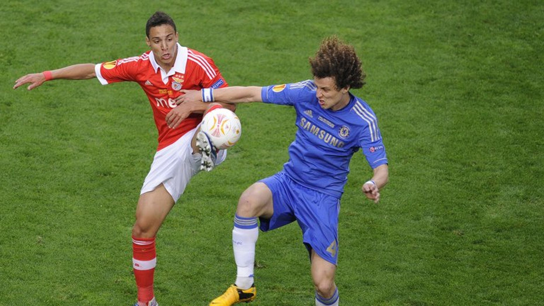 Benfica's Rodrigo (left) and Chelsea's defender David Luiz during the UEFA Europa League on May 15, 2013 in Amsterdam. Mourinho says there are no circumstances that would move the Premier League club to consider an offer for defender David Luiz.