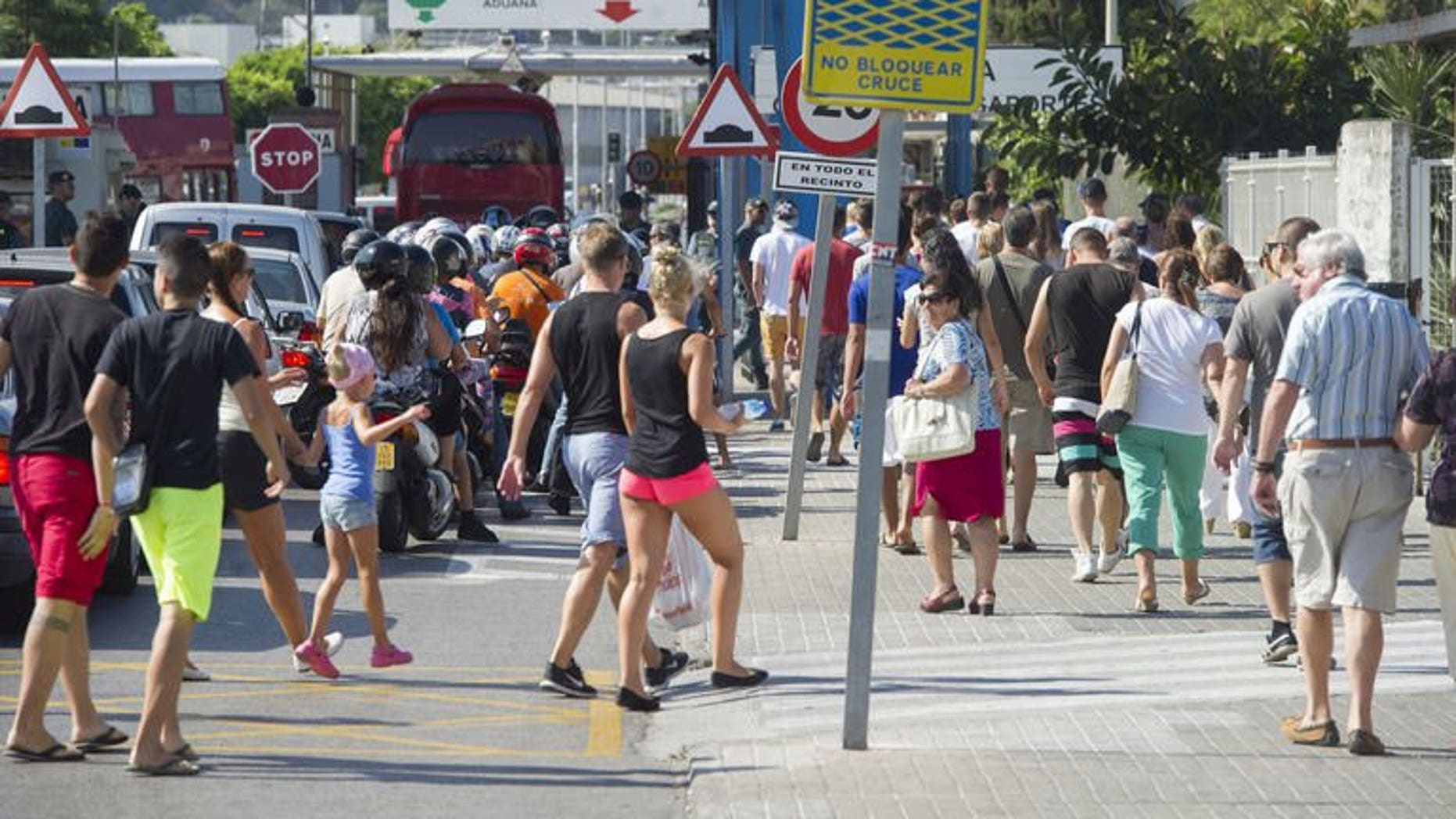 """Motorists queue to cross the border between Spain and Gibraltar in La Linea de la Concepcion on August 15, 2013. British Prime Minister David Cameron has called on European Commission president Jose Manuel Barroso to send monitors to observe """"politically motivated"""" checks at Spain's border with Gibraltar as soon as possible, Downing Street said Friday."""