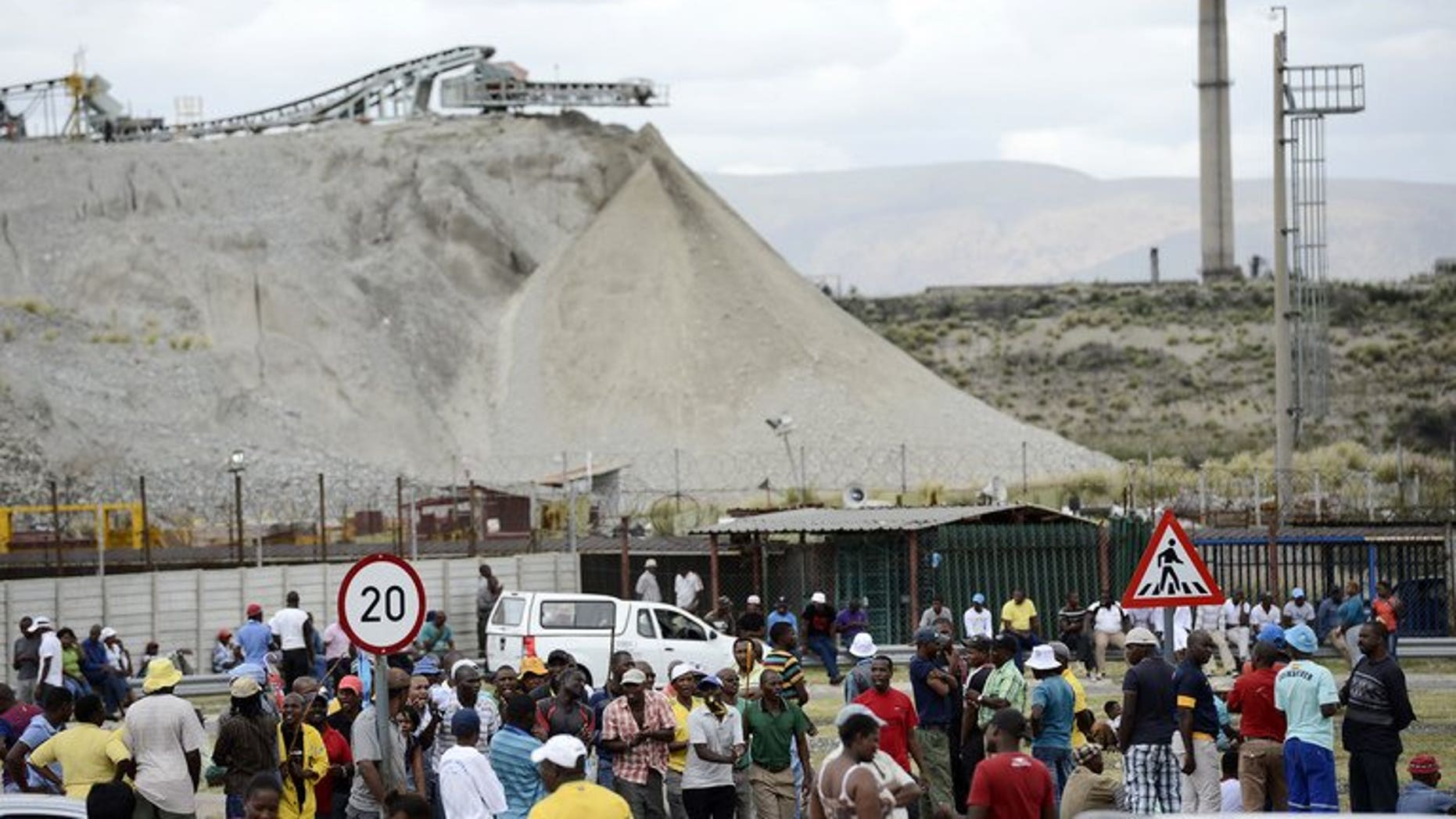Anglo American Platinum workers who downed tools gather outside the Khomanani shaft in Rustenburg on January 16, 2013. Around 2,000 mineworkers converged at an Anglo American Platinum mine in South Africa's restive platinum belt over plans by the world's top producer to cut 6,900 jobs amid unrest in the sector.