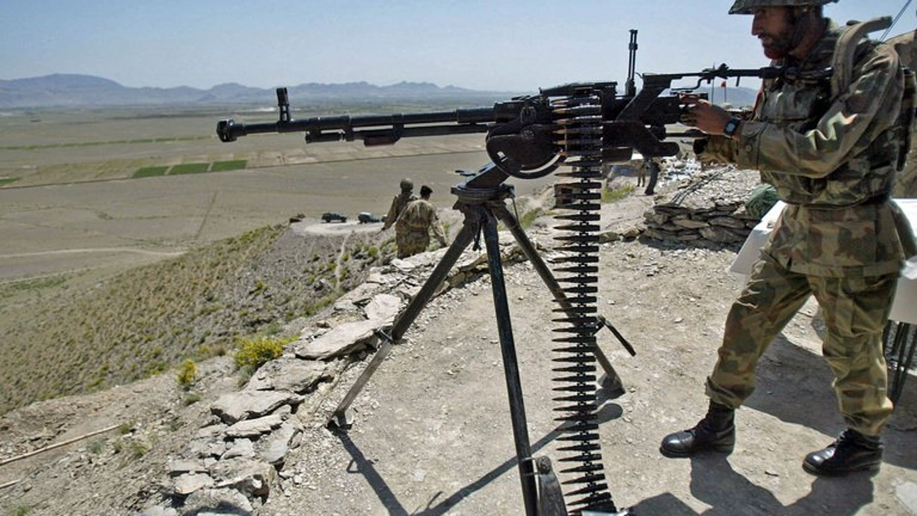 Pakistani soldiers take position at Sholam Post, a military checkpost overlooking Wana, the mountain-fringed capital of South Waziristan, on April 11, 2007. A militant commander who sheltered Al-Qaeda fighters was killed on Thursday by a roadside bomb along with four associates in Sholam area.