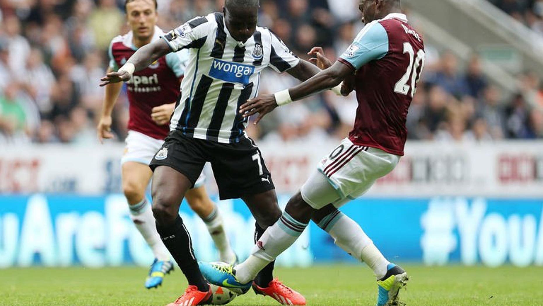 Newcastle United's French midfielder Moussa Sissoko (L) vies with West Ham United's Ivorian defender Guy Demel (R) during the English Premier League football match between Newcastle United and West Ham United at St James' Park in Newcastle, on August 24, 2013. Newcastle secured their first point of the season with a 0-0 home draw.