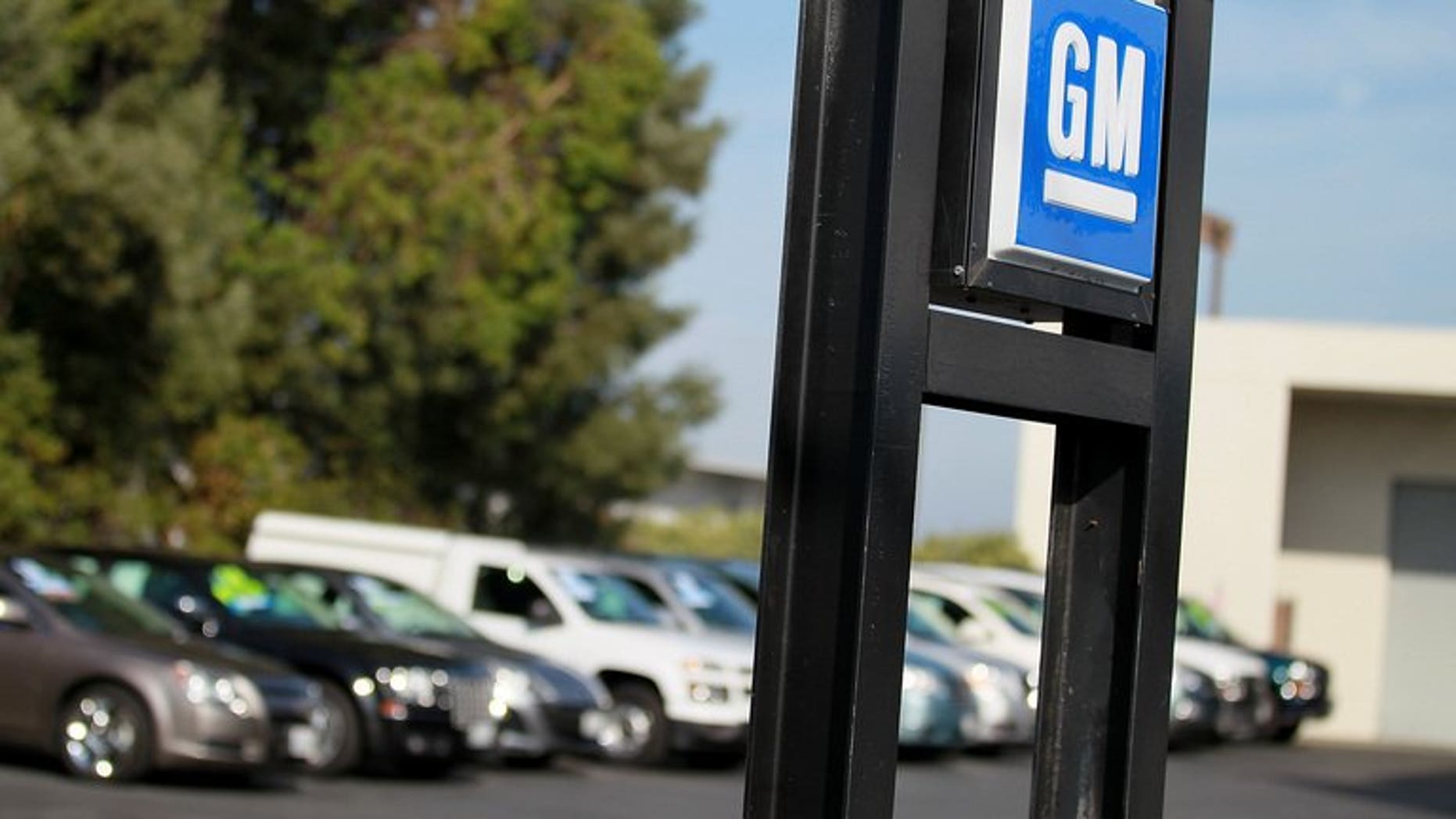 The Canadian government and Ontario province have sold off a large part of their share in General Motors, four years after joining a US bailout of the auto giant.