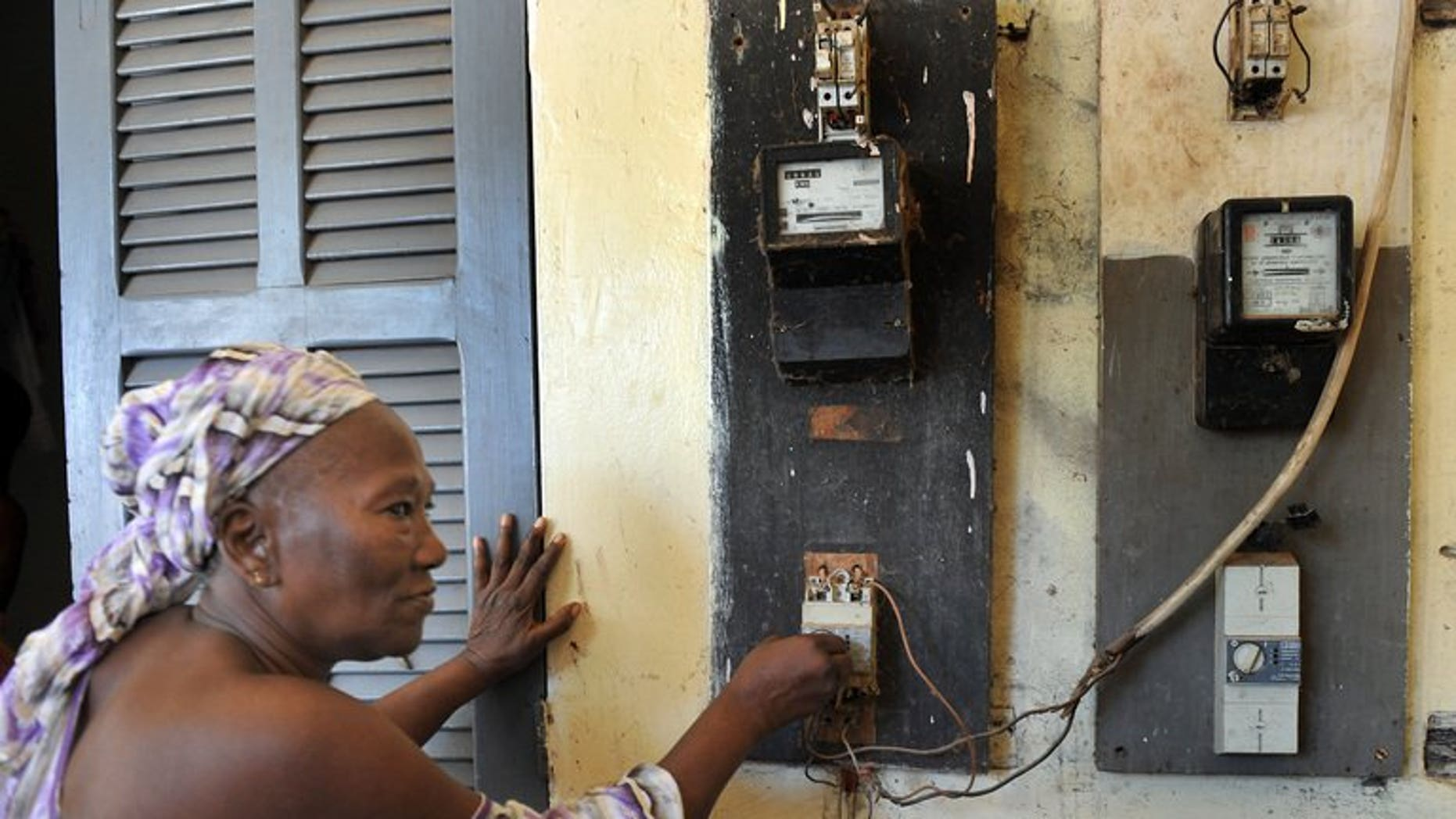 A woman disconnects her electricity counter in Dakar on July 10, 2008. Mauritania is to begin providing energy-starved Senegal with electricity within two years, both sides announced Thursday after a summit between their presidents in Dakar.