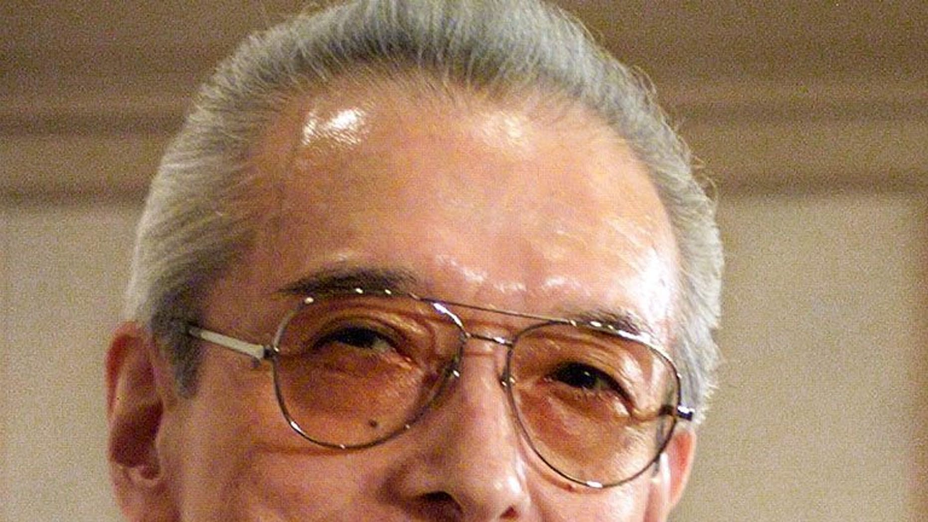 Former Nintendo president Hiroshi Yamauchi (L), pictured in Tokyo September 2, 1999. Yamauchi, credited with transforming Nintendo from a family-owned Japanese business into a global byword for video games, has died from pneumonia aged 85.