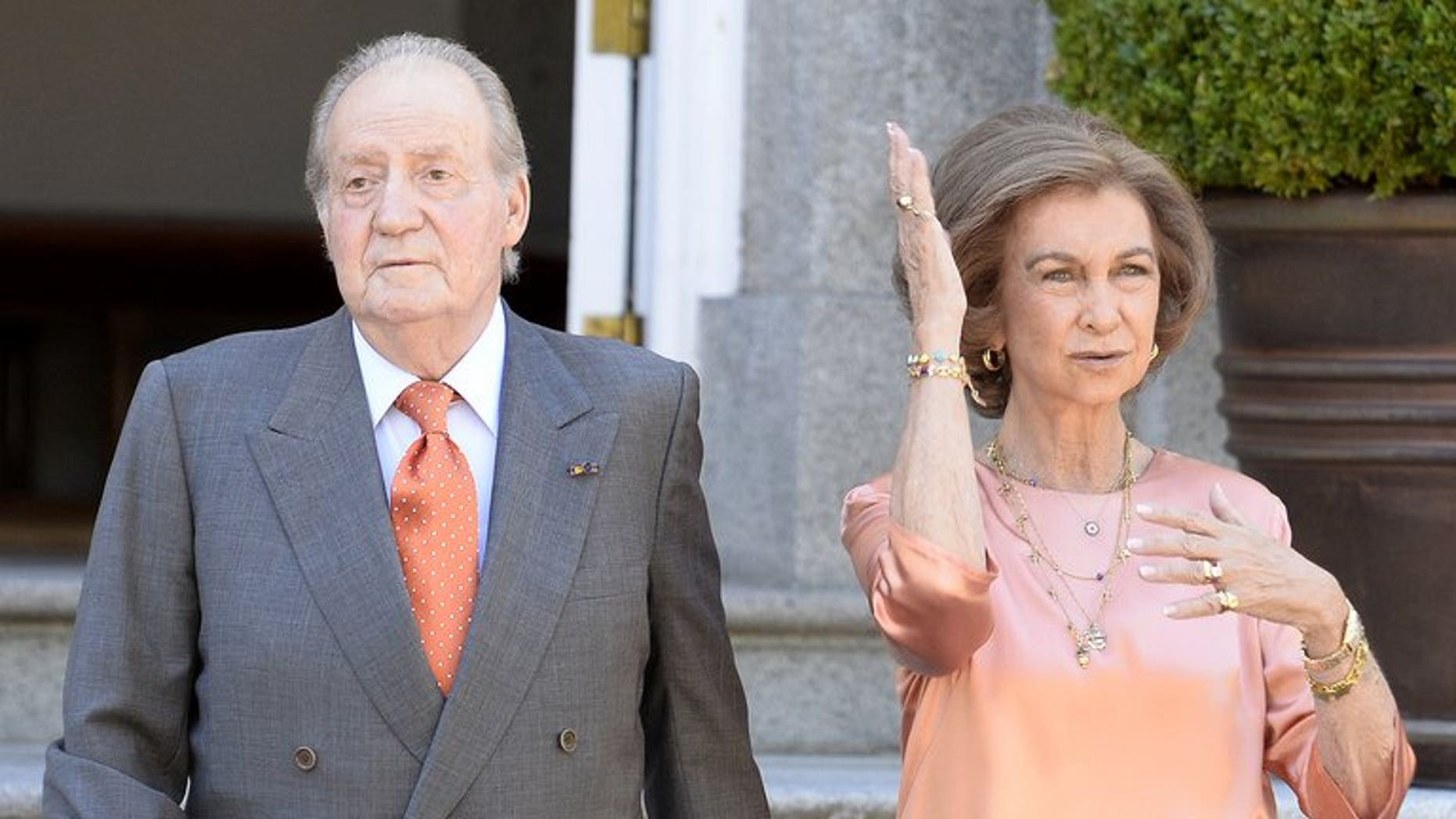 Spain's King Juan Carlos and Queen Sofia, seen at the Palacio de la Zarzuela in Madrid on September 19, 2013. The 75-year-old king is due to have hip surgery -- his eighth operation in just over three years.