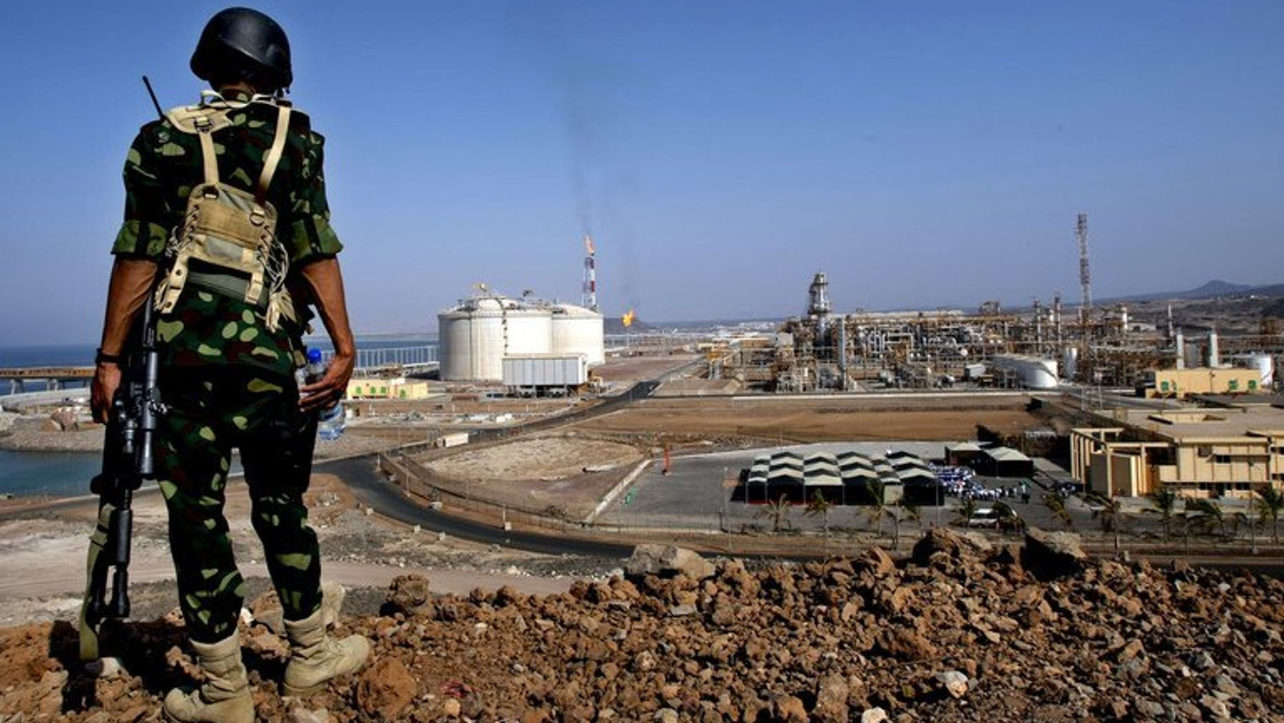 A Yemeni soldier stands guard near a gas plant in Balhaf, on November 7, 2009. Yemeni authorities have sent more soldiers to the coastal town of Balhaf, a day after an alleged Al-Qaeda plot to attack a key gas terminal was foiled, a security official tells AFP.