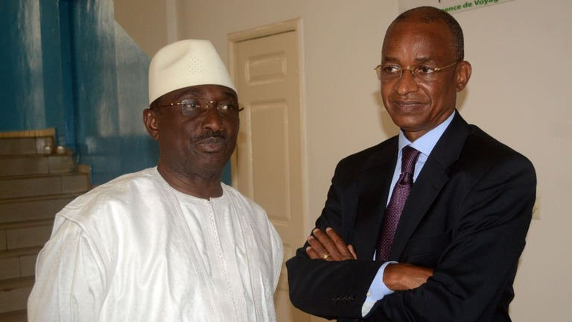 Guinea's main opposition leader Cellou Dalein Diallo (R) and the leader of the Republican Forces Union party Sidya Toure pose on September 20, 2013 following their meeting with the US ambassador to Guinea and the UN mediator for Guinea in Conakry ahead of the September 24 legislative elections.