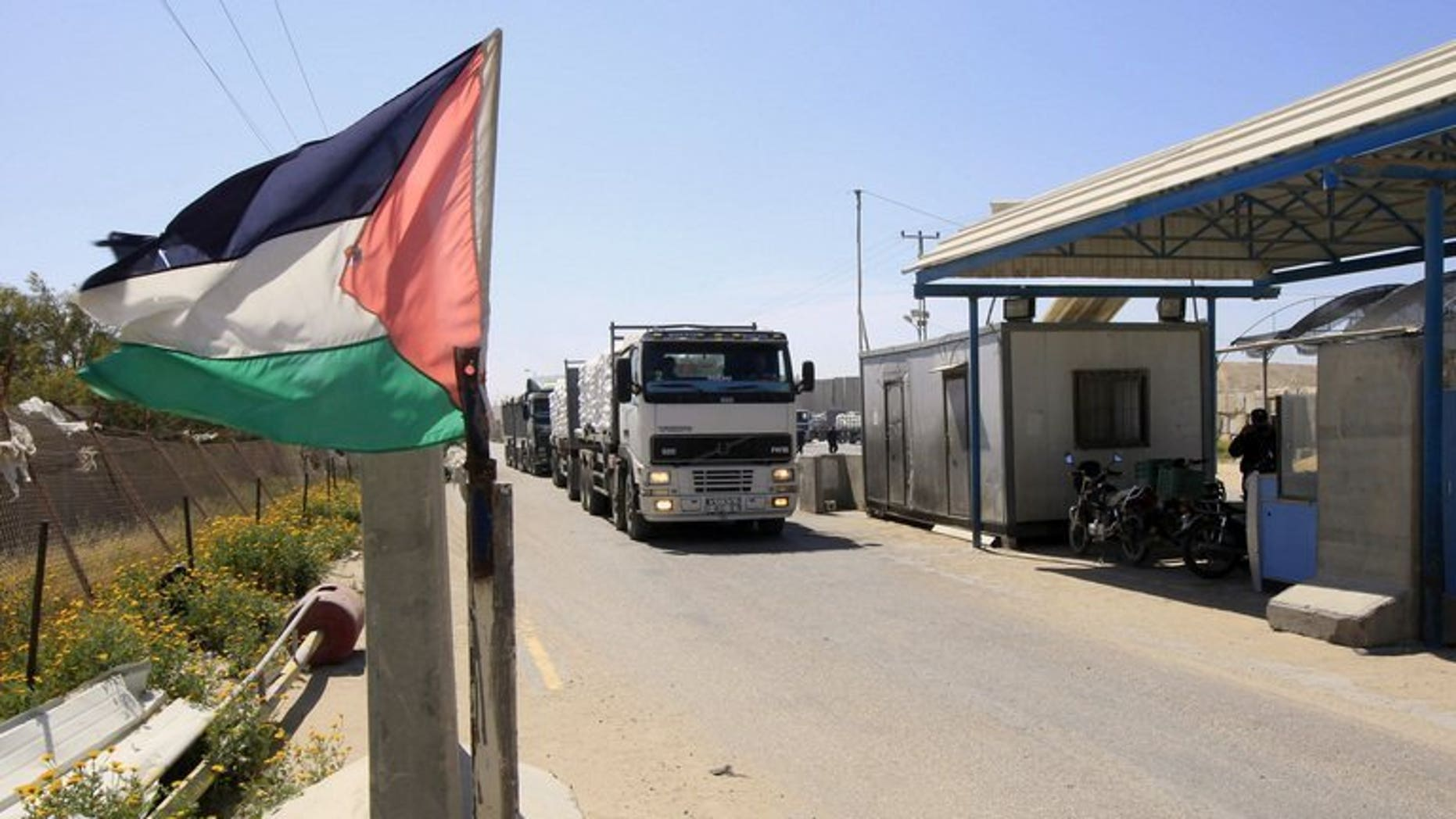 A truck carrying supplies into Rafah waits at the Kerem Shalom crossing between Israel and the Gaza Strip, on March 28, 2013. Israel has permitted a delivery of cement and steel for use by the private sector into the Gaza Strip for the first time since 2007, a Palestinian official told AFP.