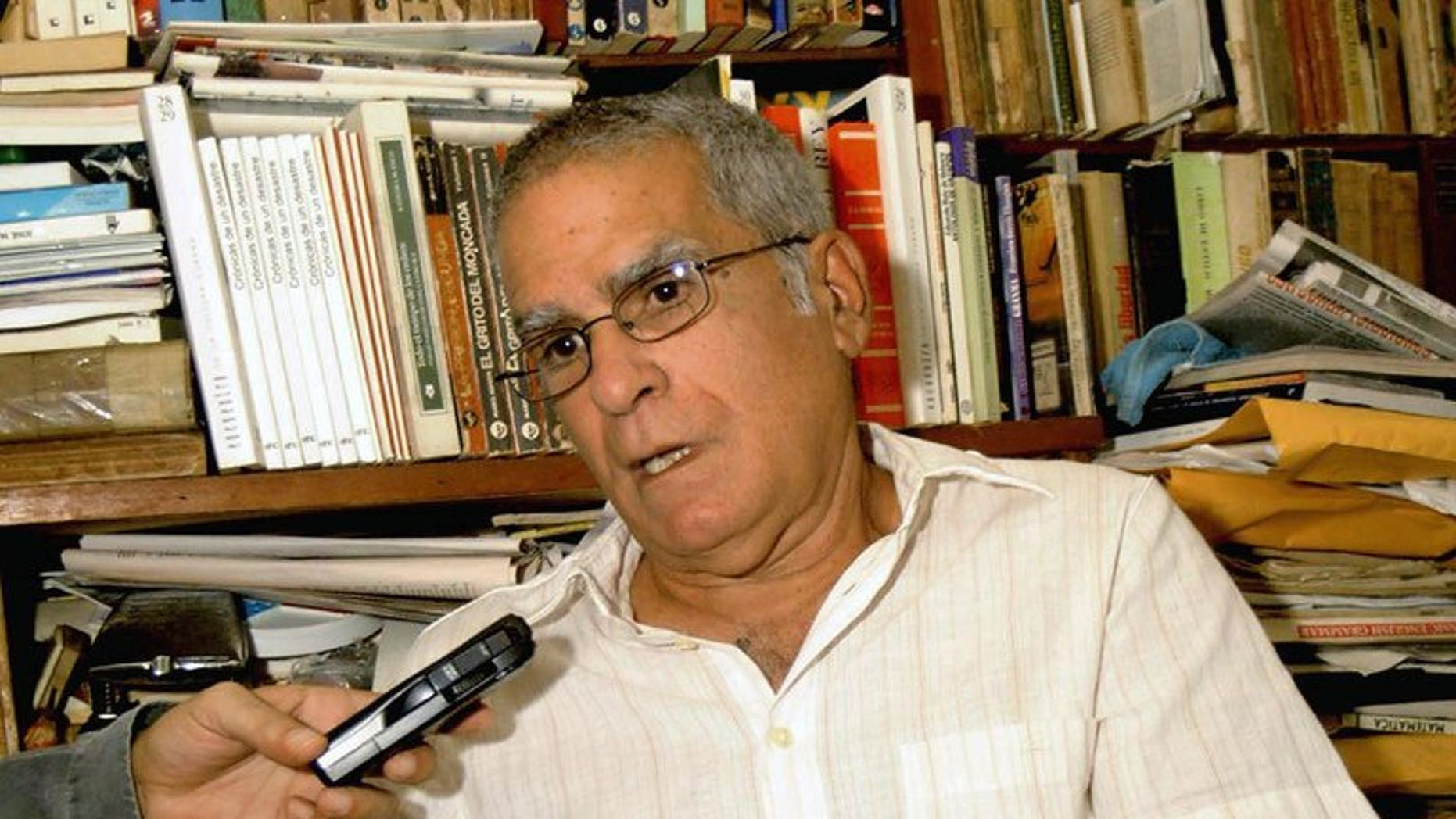 A file picture taken on November 29, 2004 shows Cuban dissident Oscar Espinosa Chepe speaking during an interview at his house in Havana.