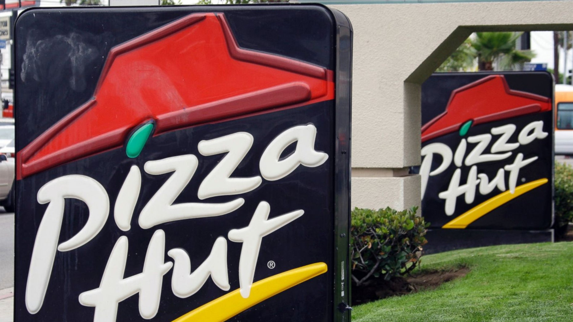 Yum CEO Greg Creed thinks he figured out why sales at Pizza Hut have gone cold: The chain needs to be more like the car-hailing service Uber.