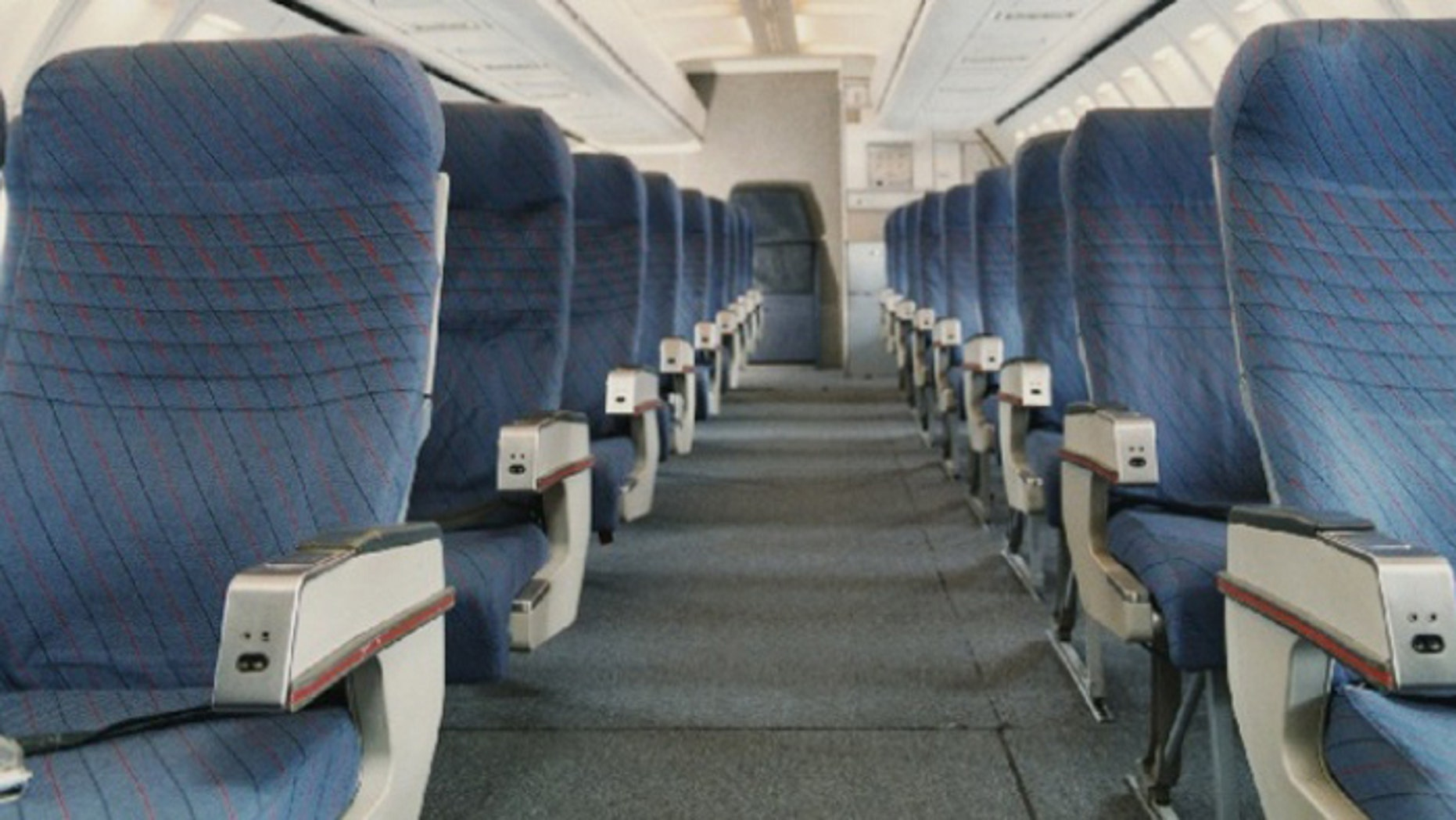 Airplane seats aren't made to accommodate 425-pound passengers. (AP)