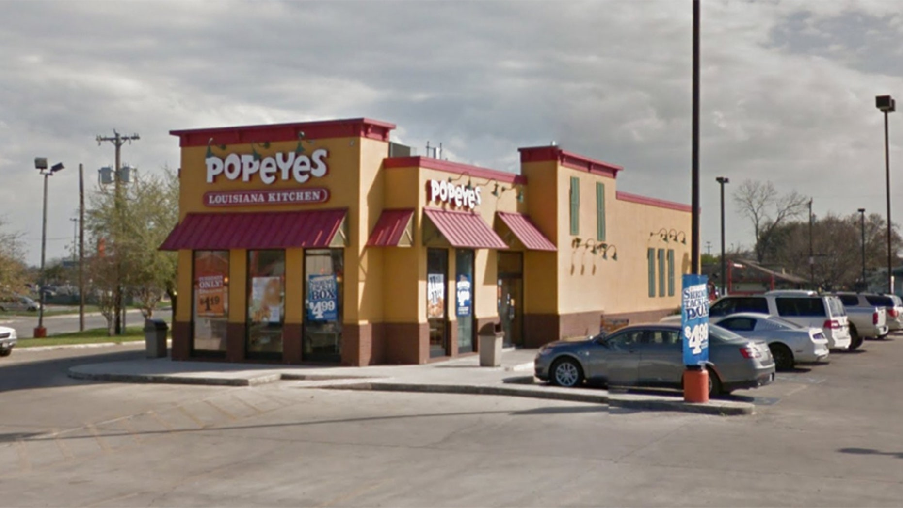 Police say a Texas father shot and killed a robbery suspect after he was threatened at this Popeye's restaurant in San Antonio, Texas.