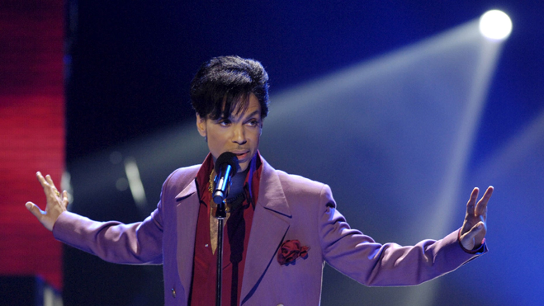 """May 24, 2006. Singer Prince performs in a surprise appearance on """"American Idol."""""""