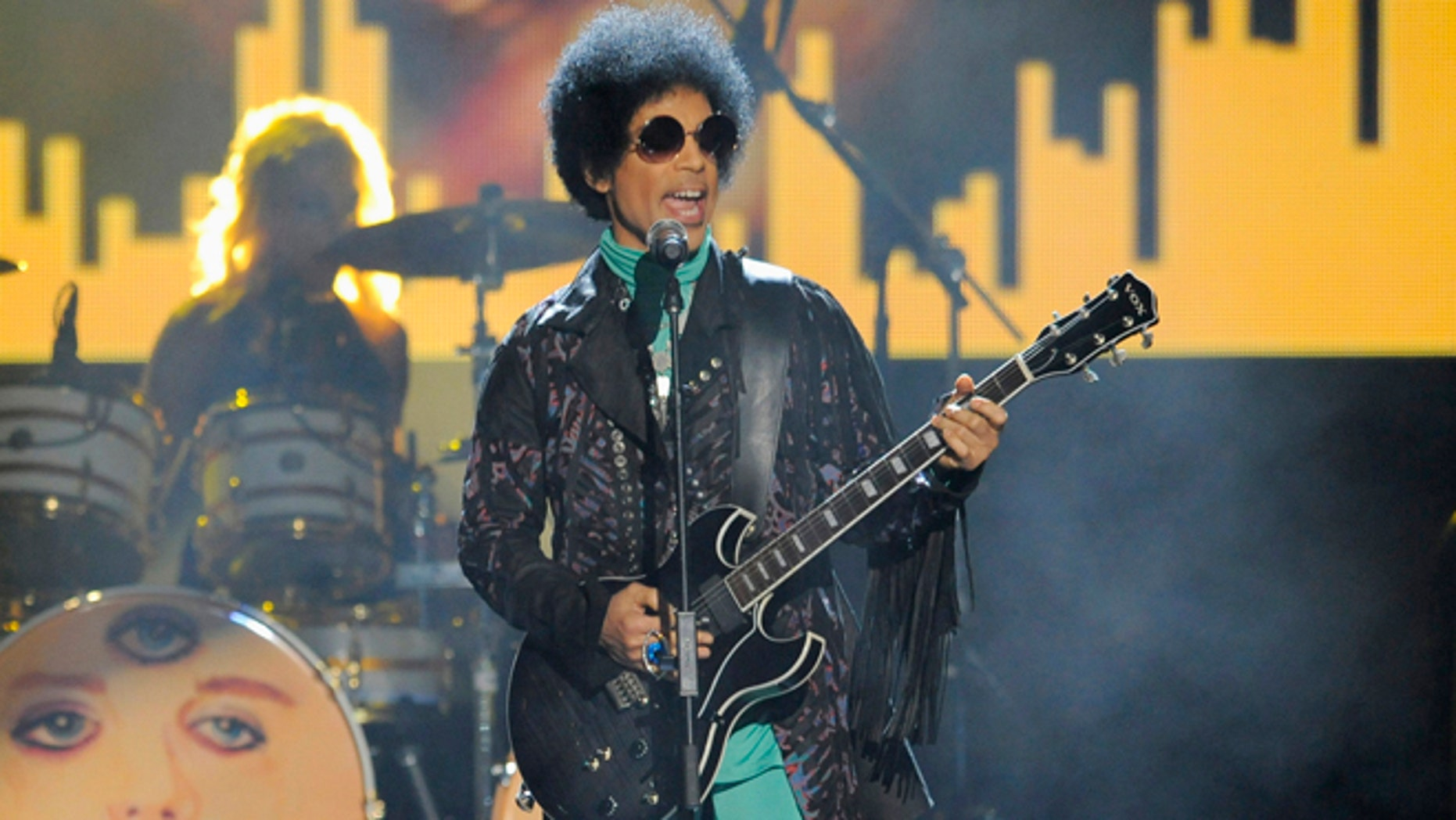 A judge has confirmed that Prince's 6 siblings are heirs to his estate.