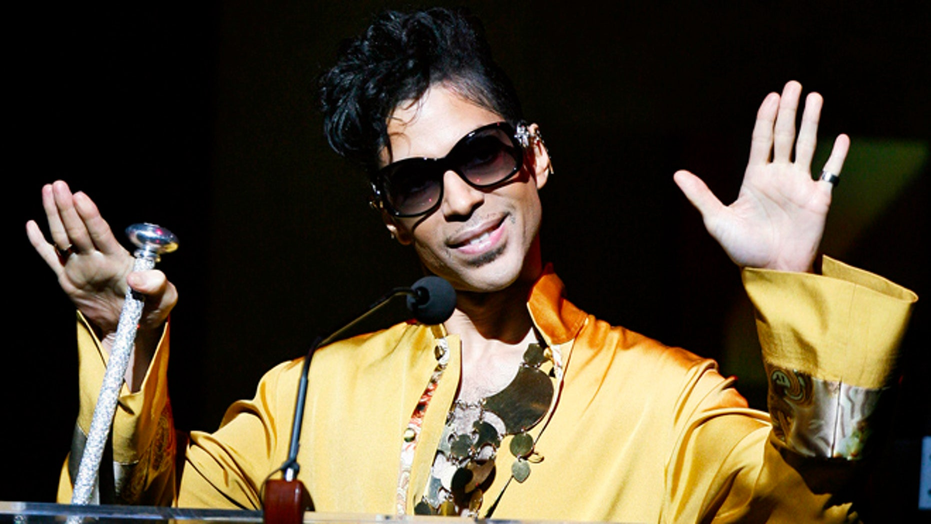 Prince at the Apollo Theatre in 2009.