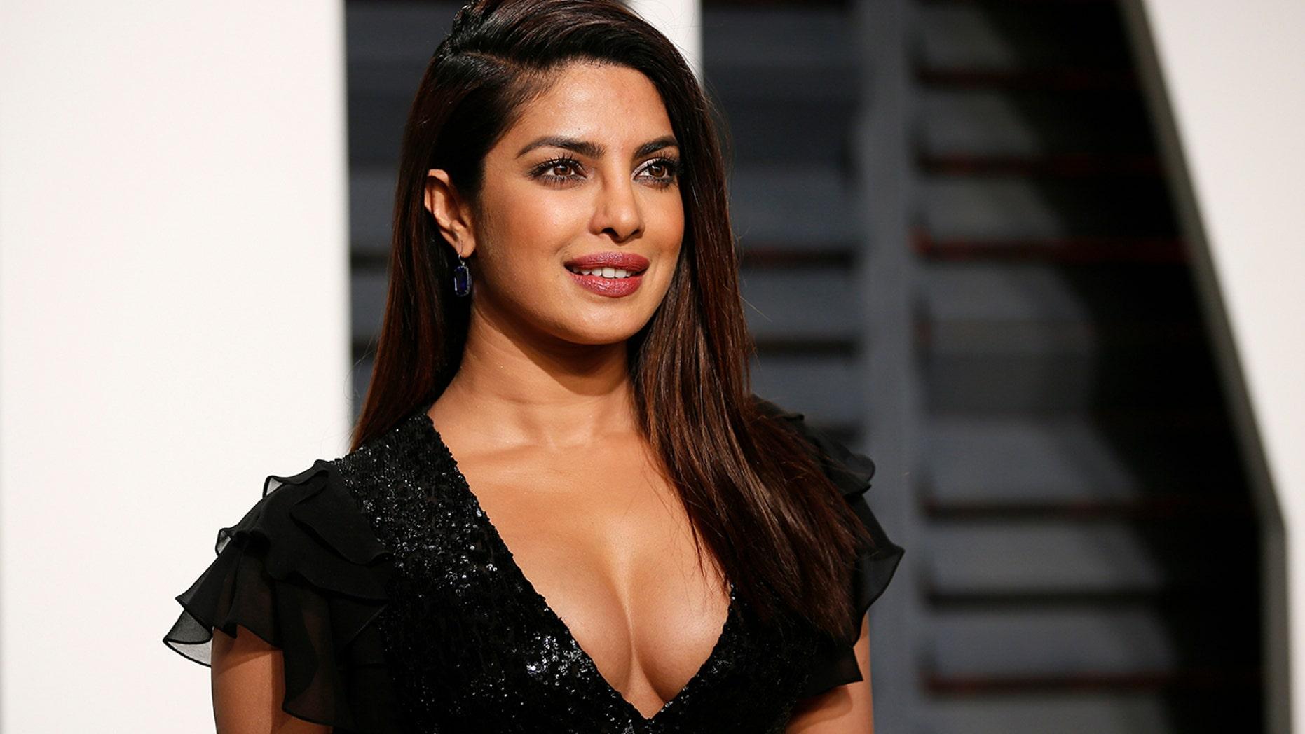 Priyanka Chopra Nude Photos 18
