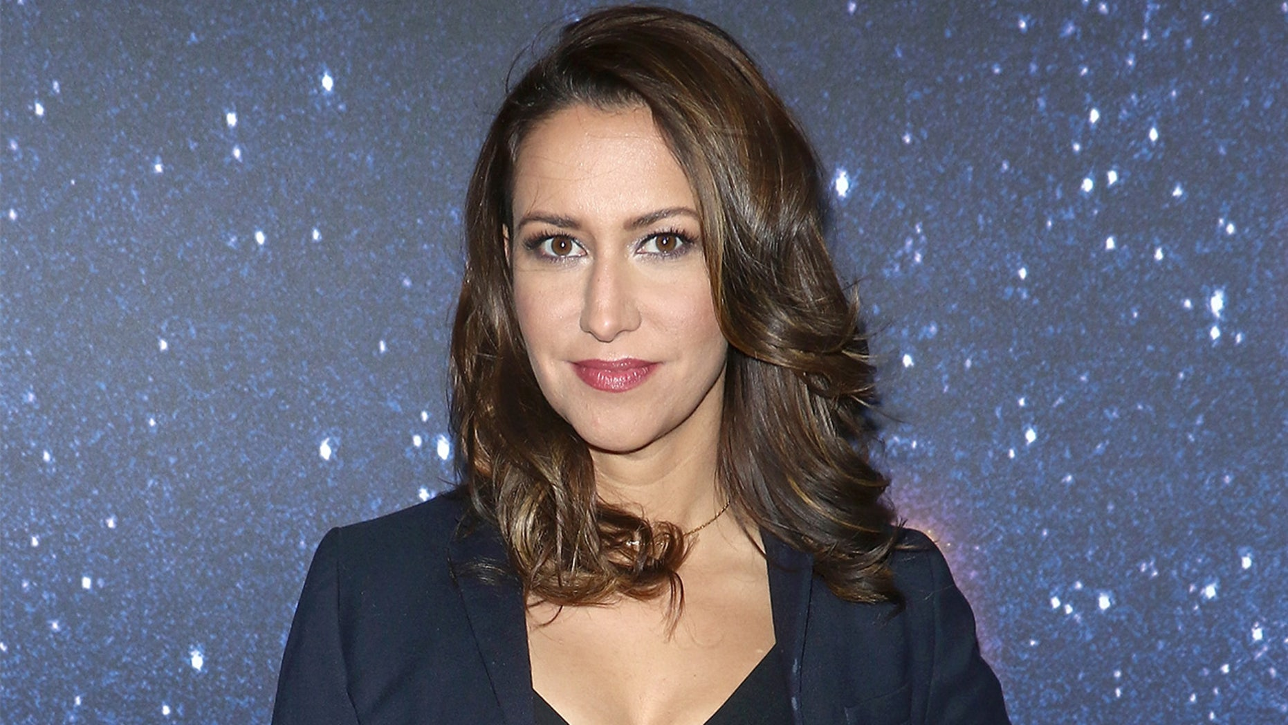 Comedian Rachel Feinstein talks to Fox News about marrying an FDNY captain and why she chose pal Amy Schumer to be her maid of honor.