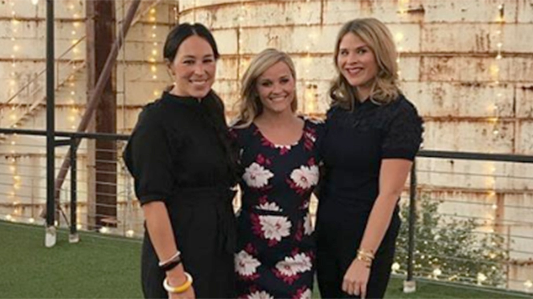 Reese Witherspoon Wred Up Her Cross Country Book Launch Tour At Joanna And Chip Gaines Magnolia Market Center In Waco Texas On Thursday