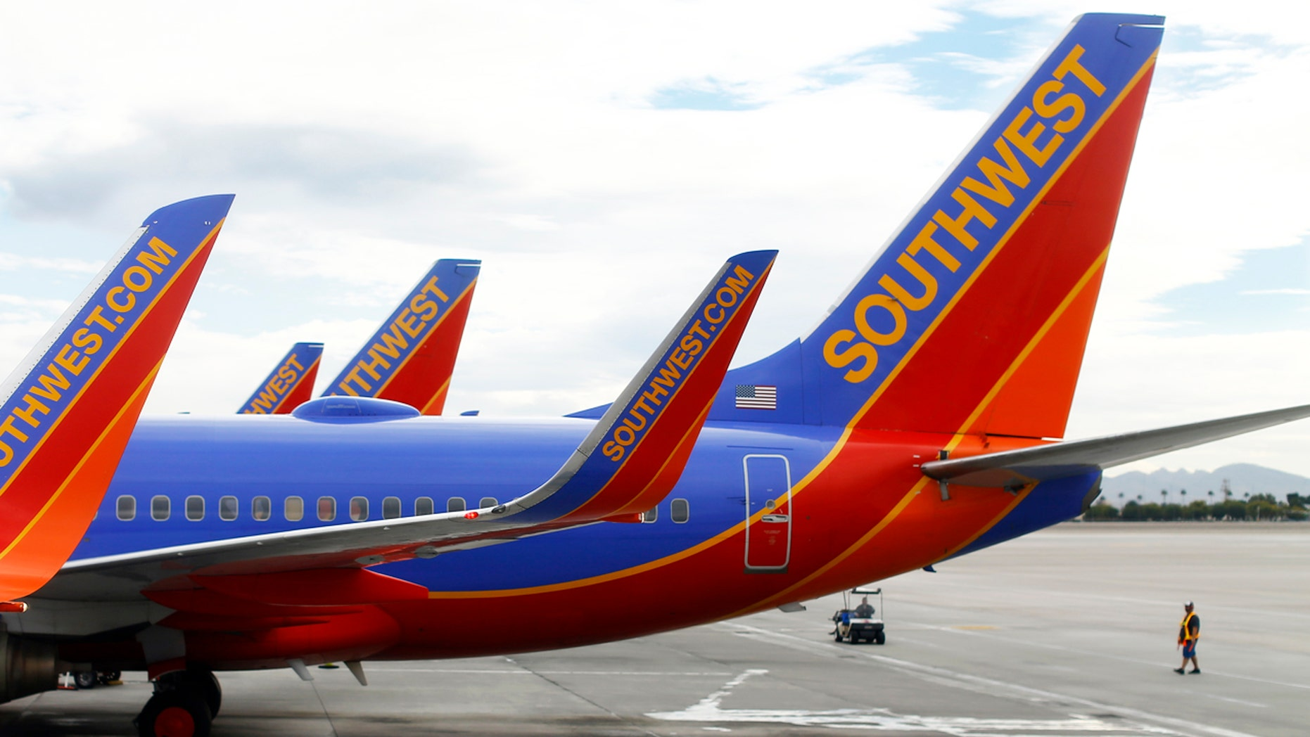 Southwest commercial airliners taxied at McCarran International Airport in Las Vegas, November 19, 2014.  REUTERS/Mike Blake (UNITED STATES - Tags: TRANSPORT BUSINESS) - RTR4ET8Z