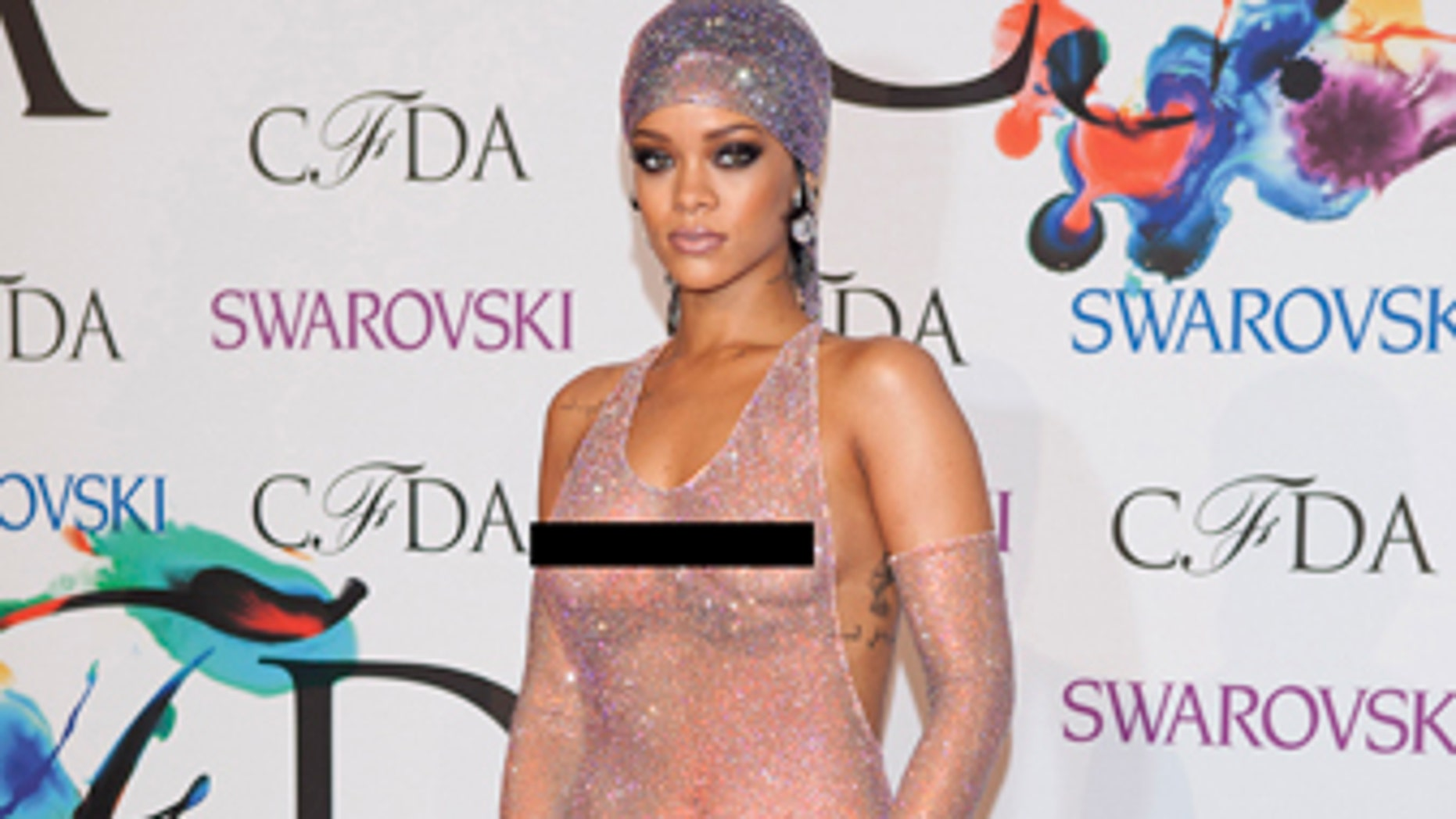 Singer Rihanna arrives for the Council of Fashion Designers of America (CFDA) Awards at Lincoln Center in New York June 2, 2014.