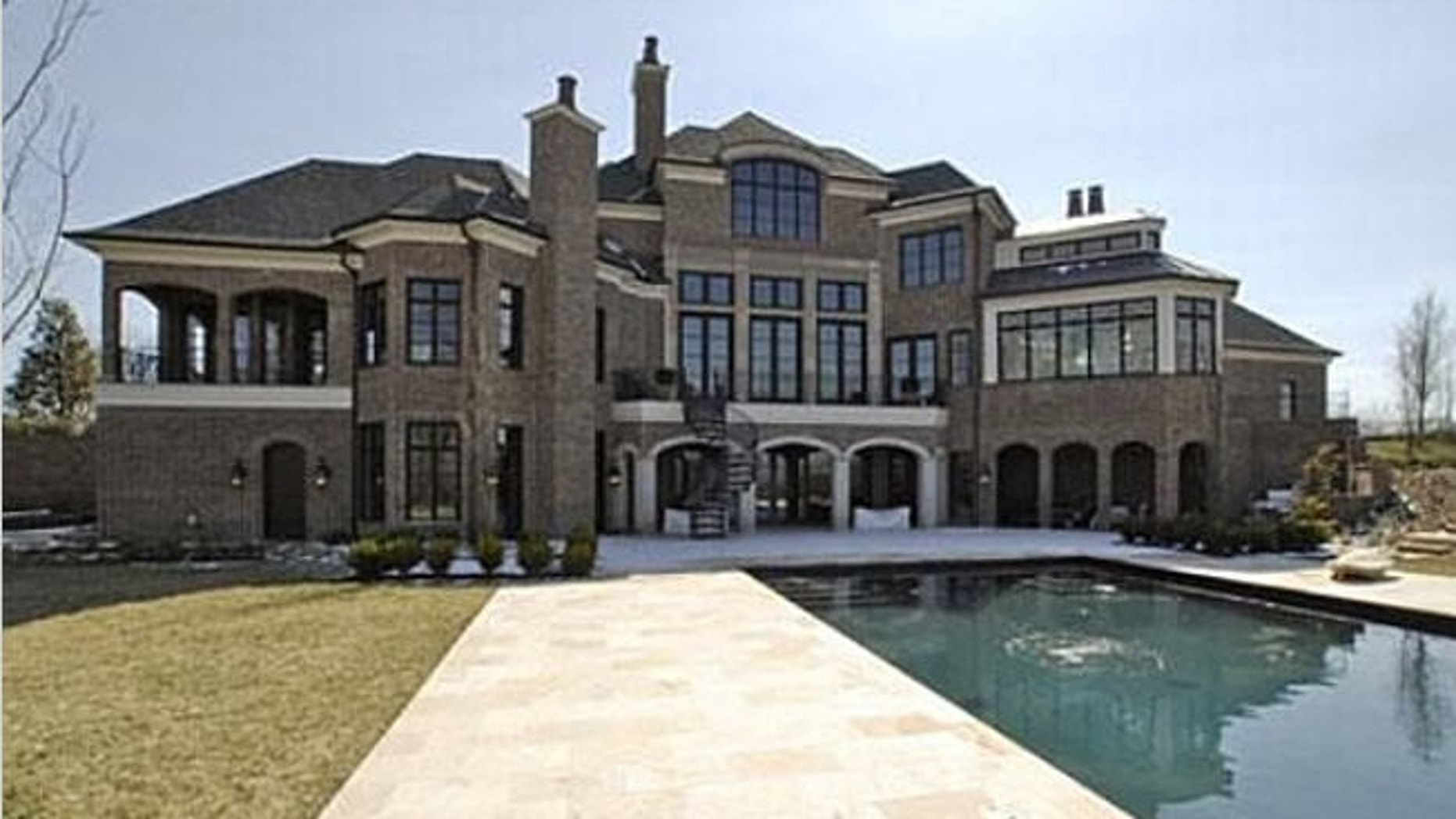 LeAnn Rimes' home with her former husband. (Zillow.com)