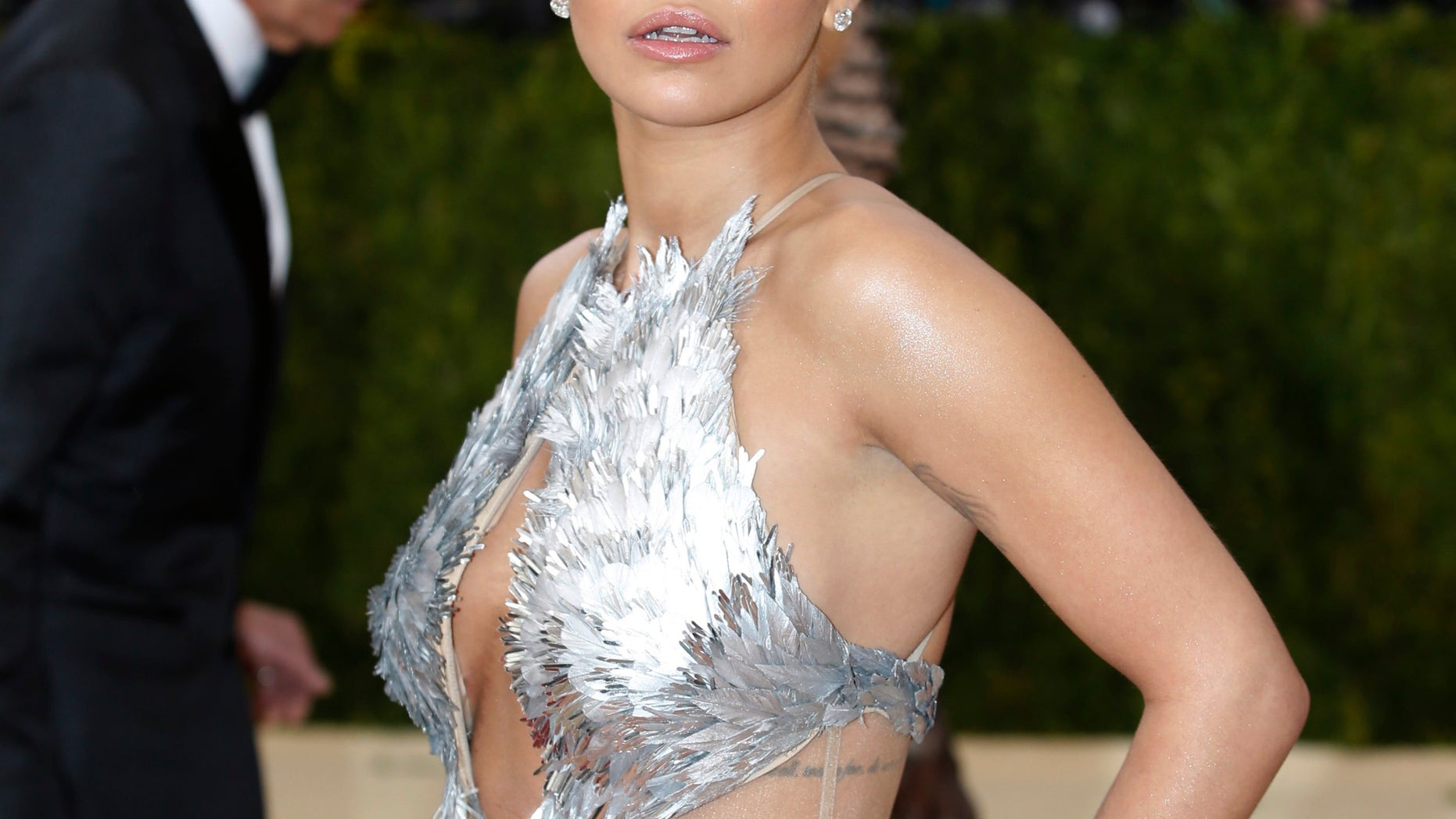 """Singer Rita Ora arrives at the Metropolitan Museum of Art Costume Institute Gala (Met Gala) to celebrate the opening of """"Manus x Machina: Fashion in an Age of Technology"""" in the Manhattan borough of New York, May 2, 2016. REUTERS/Eduardo Munoz - RTX2CIE7"""