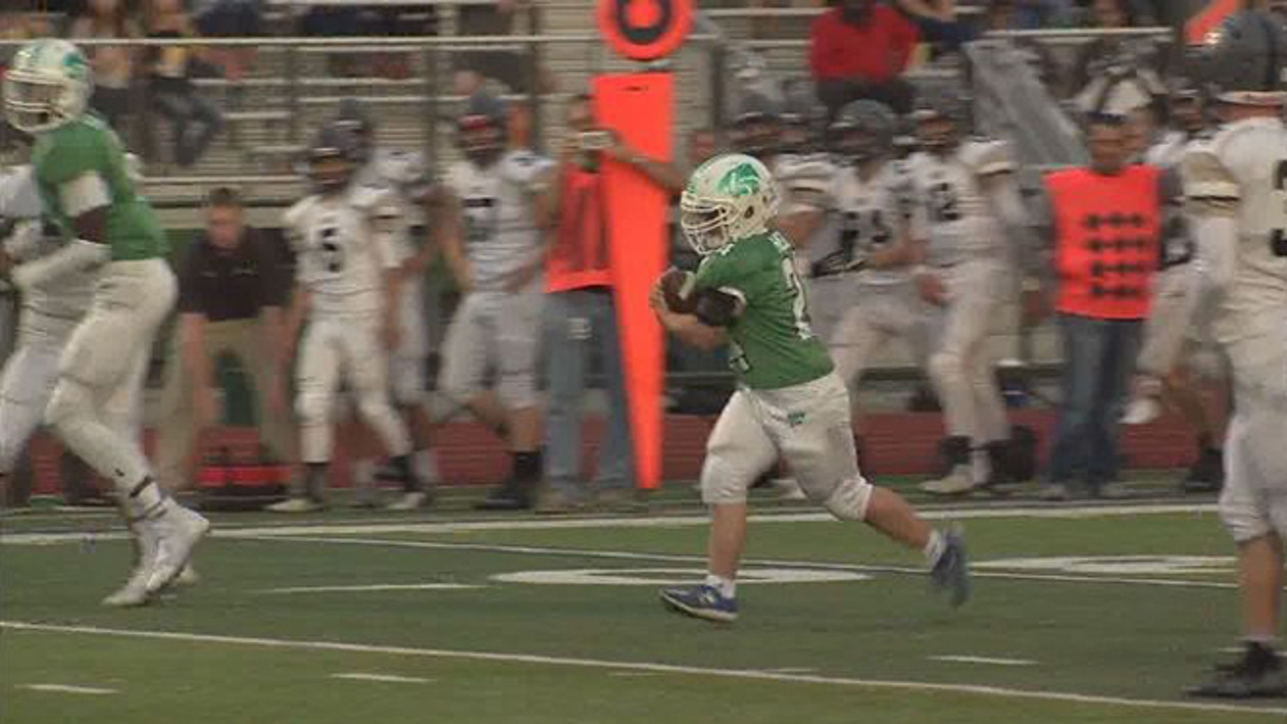 Robby Heil scoring touchdown for Novi High School Friday. (Fox 2 Detroit)