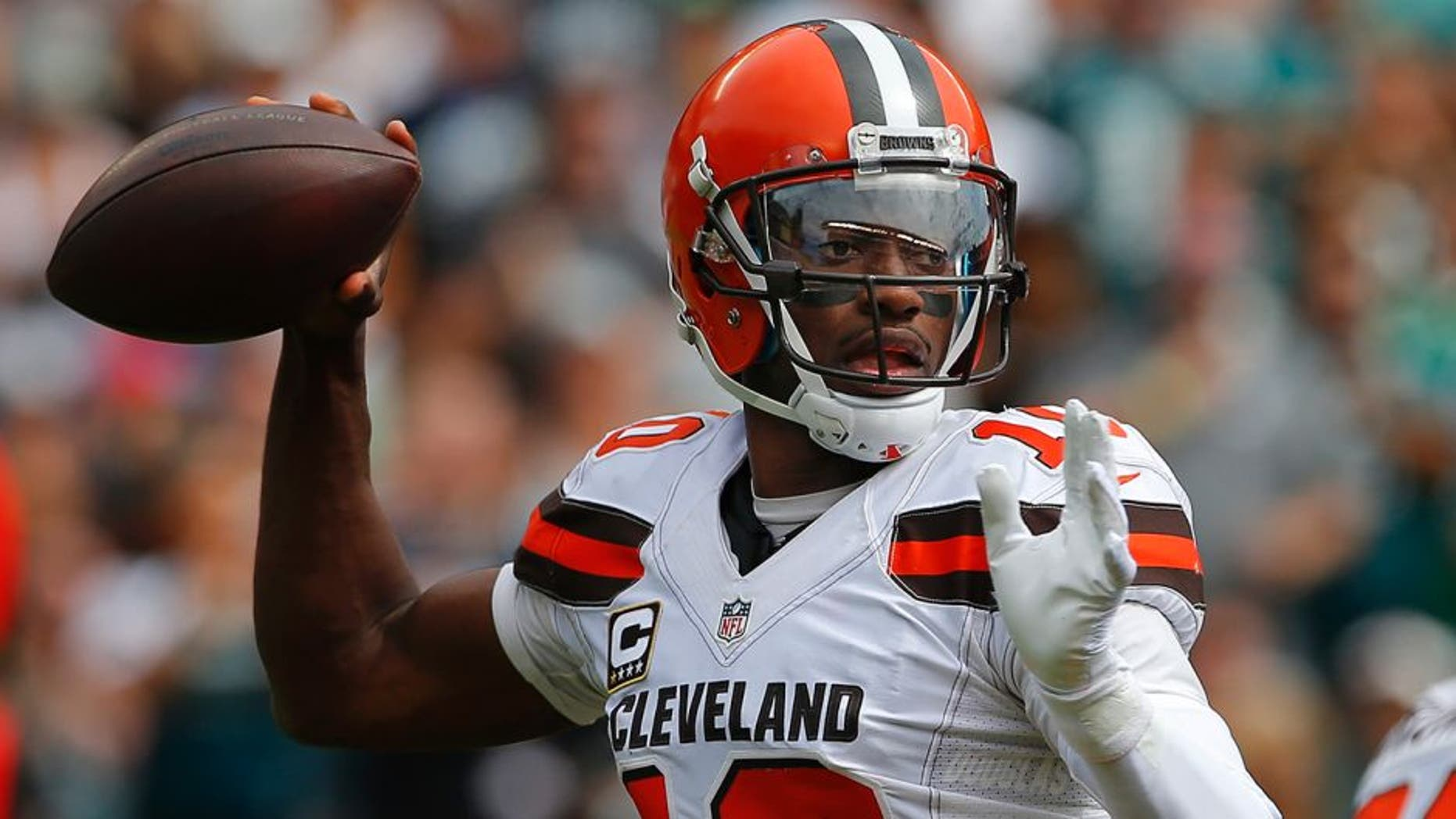 PHILADELPHIA, PA - SEPTEMBER 11: Quarterback Robert Griffin III #10 of the Cleveland Browns looks to pass against the Philadelphia Eagles during the first quarter at Lincoln Financial Field on September 11, 2016 in Philadelphia, Pennsylvania. (Photo by Rich Schultz/Getty Images)