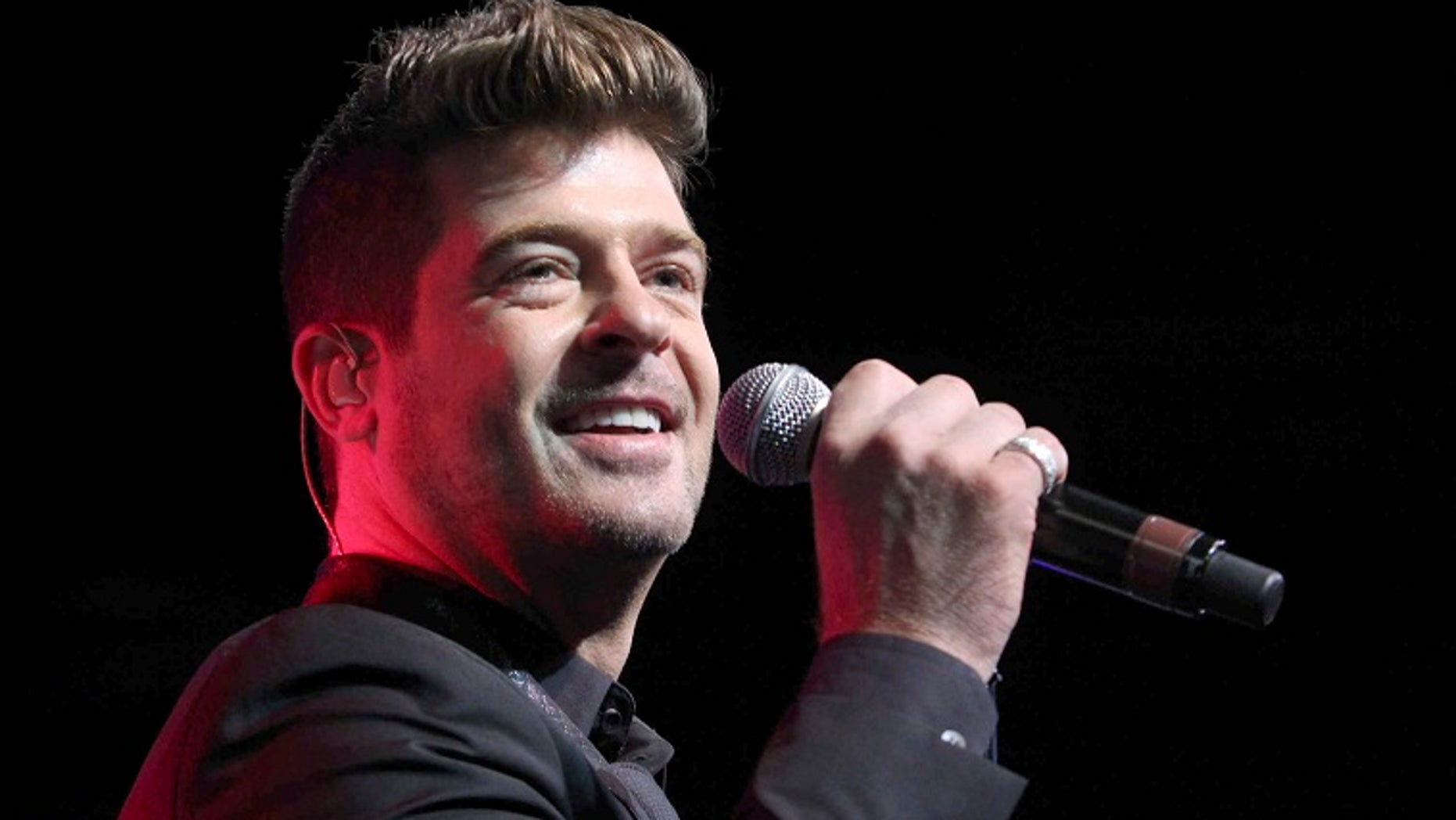 Robin Thicke and his girlfriend, April Love Geary, announced on Instagram Thursday that she is expecting a baby with the singer.