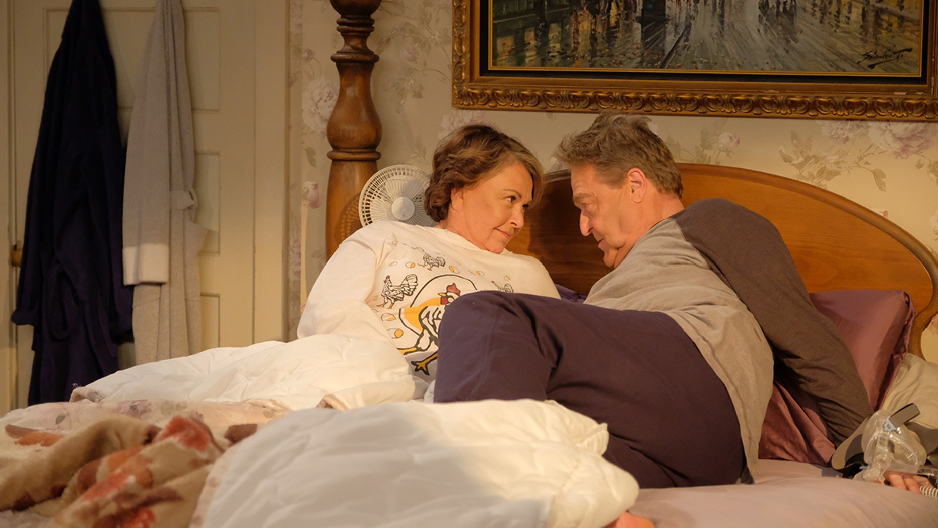 """ROSEANNE - """"Twenty Years to Life"""" - Roseanne and Dan adjust to living under the same roof with Darlene and her two children, Harris and Mark, when Darlene loses her job. Meanwhile, Becky announces she is going to be a surrogate to make extra money; and Roseanne and Jackie are at odds with one another, on the season premiere and first episode of the revival of """"Roseanne,"""" TUESDAY, MARCH 27 (8:00-8:30 p.m. EDT), on The ABC Television Network. (ABC/Adam Rose)ROSEANNE BARR, JOHN GOODMAN"""