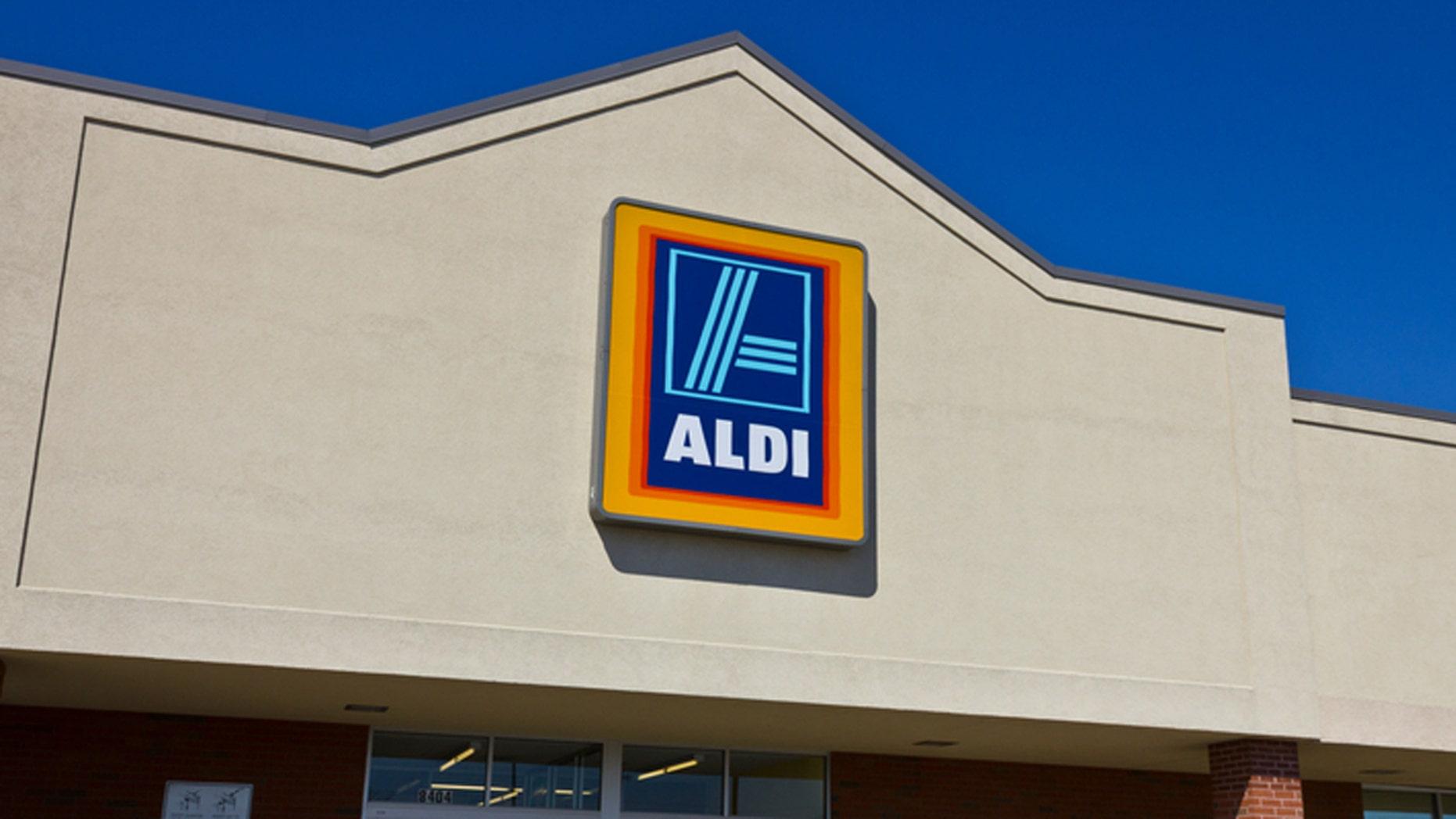 Indianapolis, U.S. - April 16, 2016: Aldi Discount Supermarket. Aldi is Simply Smarter Shopping I
