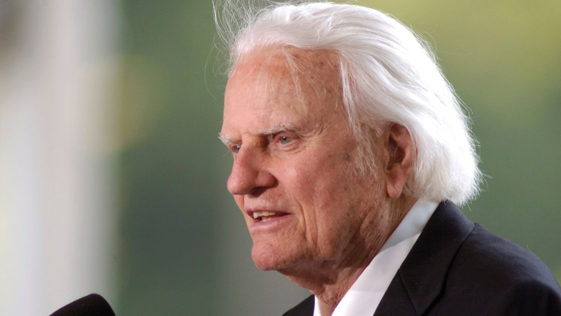 Evangelist Billy Graham speaks at the dedication of the Billy Graham Library in Charlotte, N.C., May 31, 2007.