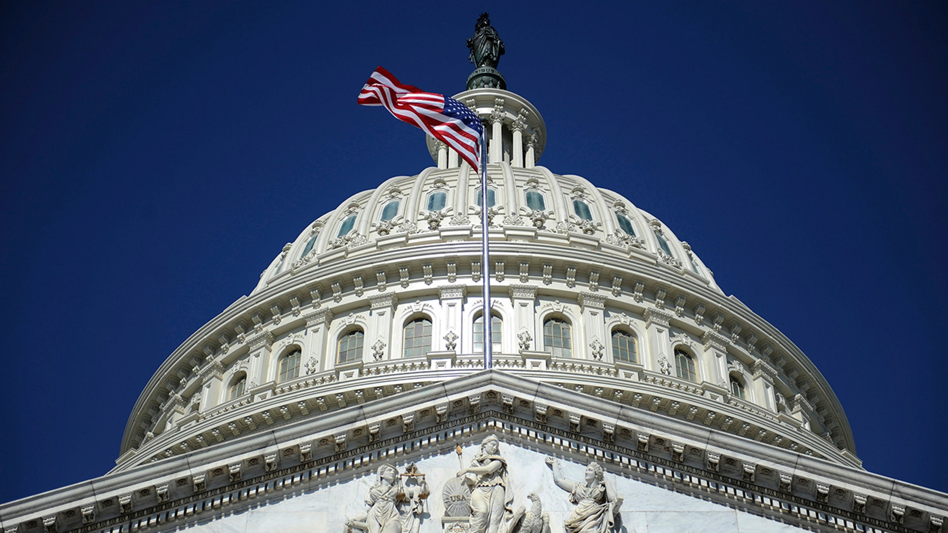 The U.S. Capitol dome in Washington, August 2, 2011. The United States is poised to step back from the brink of economic disaster on Tuesday when a bitterly fought deal to cut the budget deficit is expected to clear its final hurdles in the U.S. Senate.  REUTERS/Jonathan Ernst   (UNITED STATES - Tags: POLITICS BUSINESS) - GM1E7821SLA01