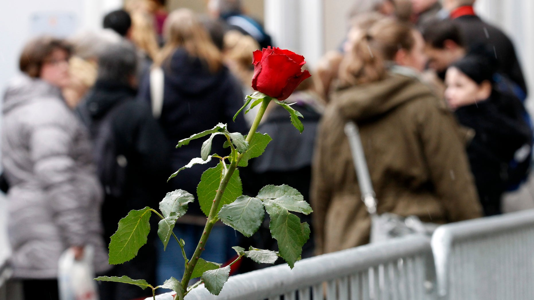 Visitors and survivors queue to enter the court where defendant Norwegian mass killer Anders Behring Breivik face the second day of the terrorism and murder trial a in Oslo April 17, 2012. Breivik, 33, has admitted setting off a car bomb that killed eight people at government headquarters in Oslo last July, then killing 69 in a shooting spree at a summer youth camp organised by the ruling Labour Party. The trial is scheduled to last 10 weeks, during which the court must rule on both his guilt, and his sanity.       REUTERS/Fabrizio Bensch (NORWAY - Tags: CRIME LAW) - RTR30U57
