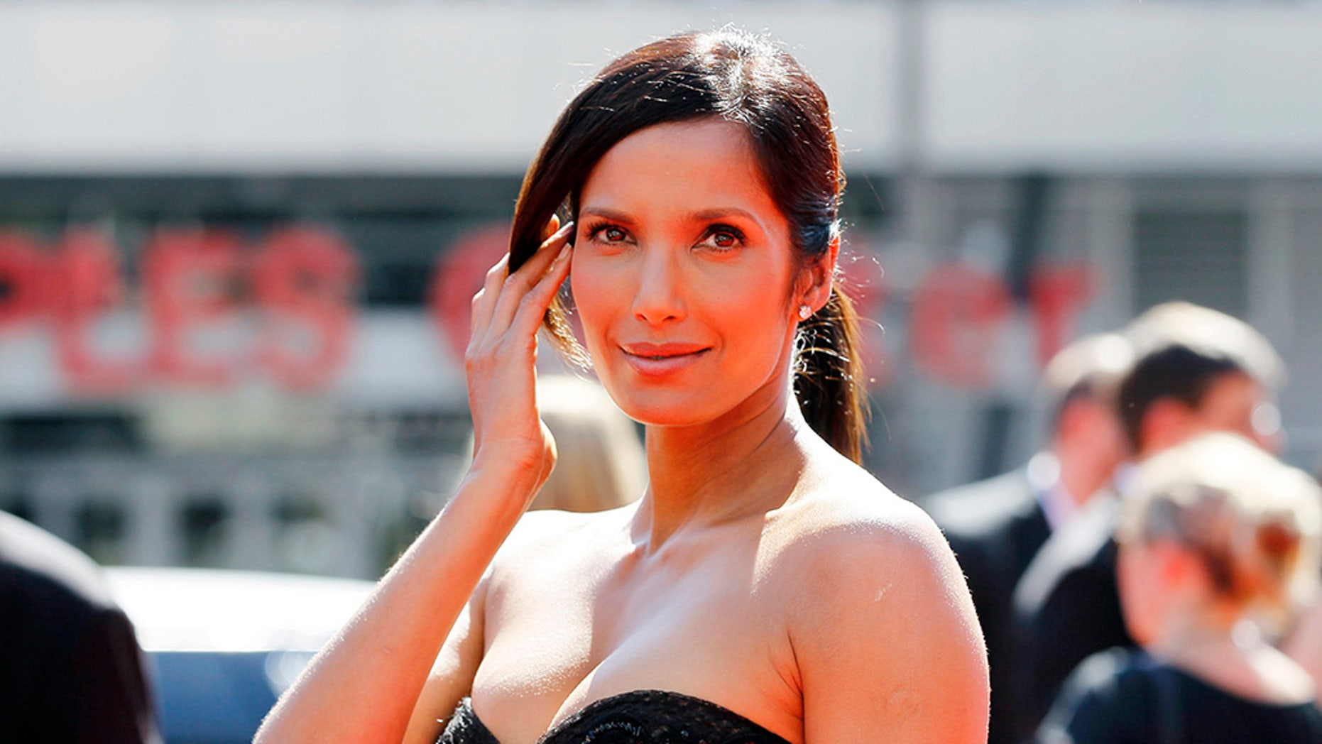 Television personality Padma Lakshmi arrives at the 2012 Primetime Creative Arts Emmy Awards in Los Angeles September 15, 2012. REUTERS/Danny Moloshok (UNITED STATES - Tags: ENTERTAINMENT) - RTR380VB
