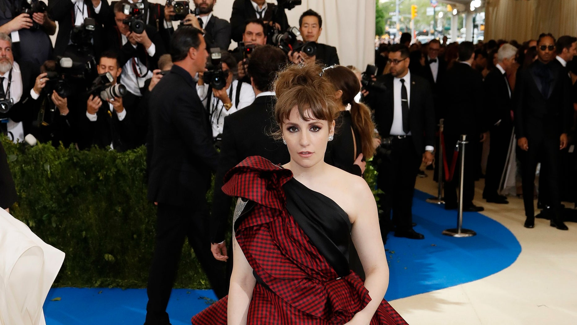 Metropolitan Museum of Art Costume Institute Gala - Rei Kawakubo/Comme des Garcons: Art of the In-Between - Arrivals - New York City, U.S. - 01/05/17 - Lena Dunham. REUTERS/Lucas Jackson - HP1ED5200Y5LW