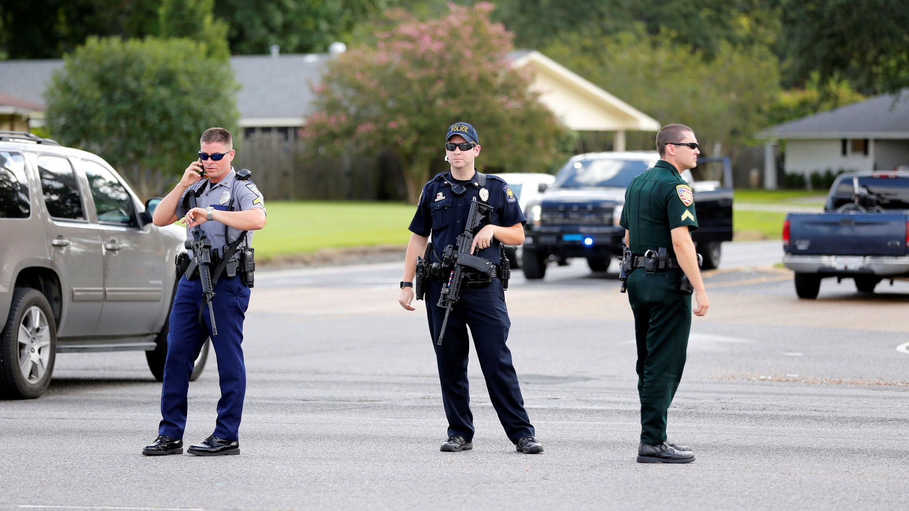 Police officers block off a road after a shooting of police in Baton Rouge, Louisiana, U.S. July 17, 2016.  REUTERS/Joe Penney - RTSIE5M