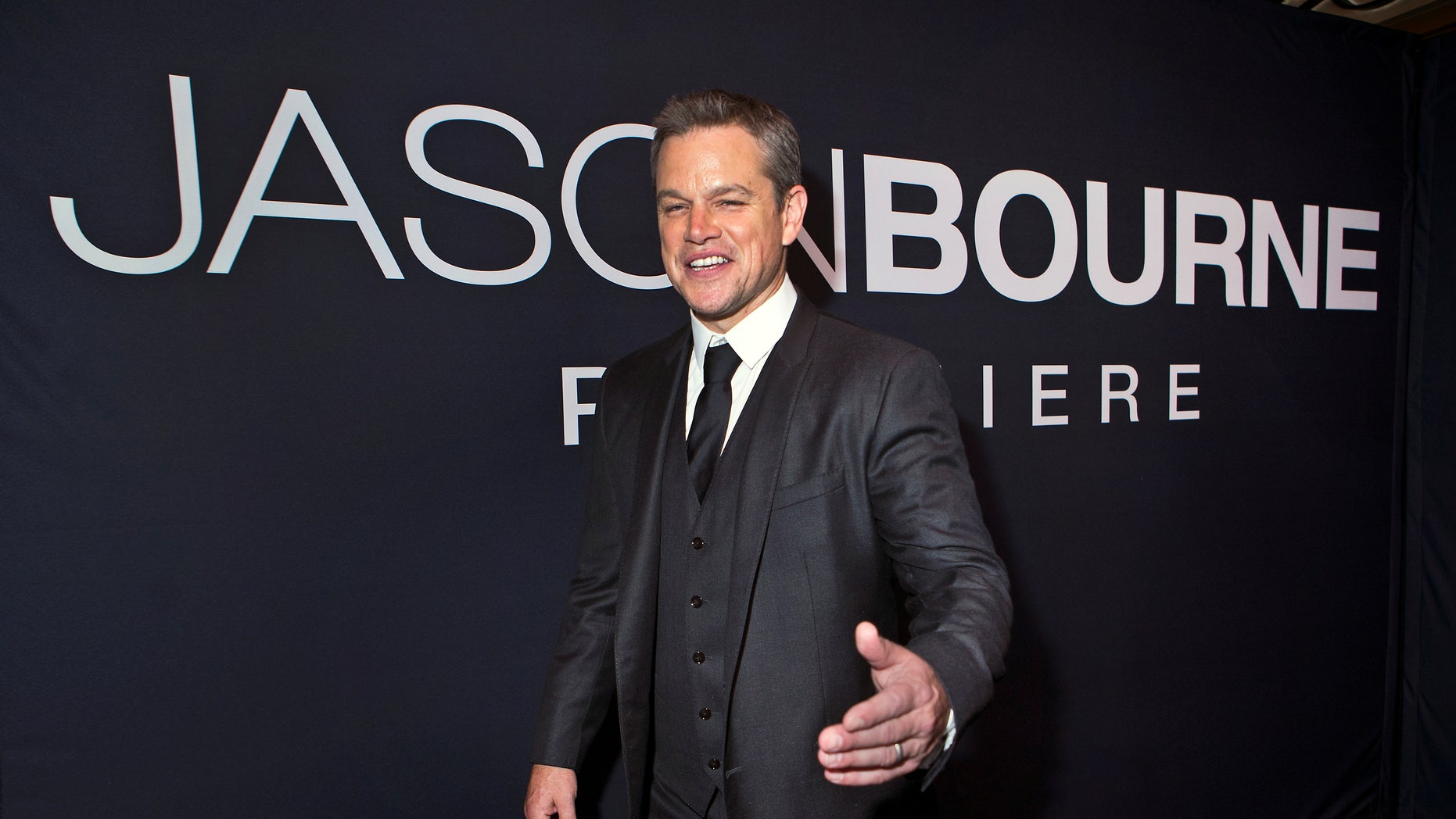 """Actor Matt Damon arrives for the Universal Pictures movie premiere of """"Jason Bourne"""" at Caesars Palace hotel-casino in Las Vegas, Nevada, U.S., July 18, 2016. Picture taken July 18, 2016. REUTERS/L.E. Baskow - RTSIN3J"""