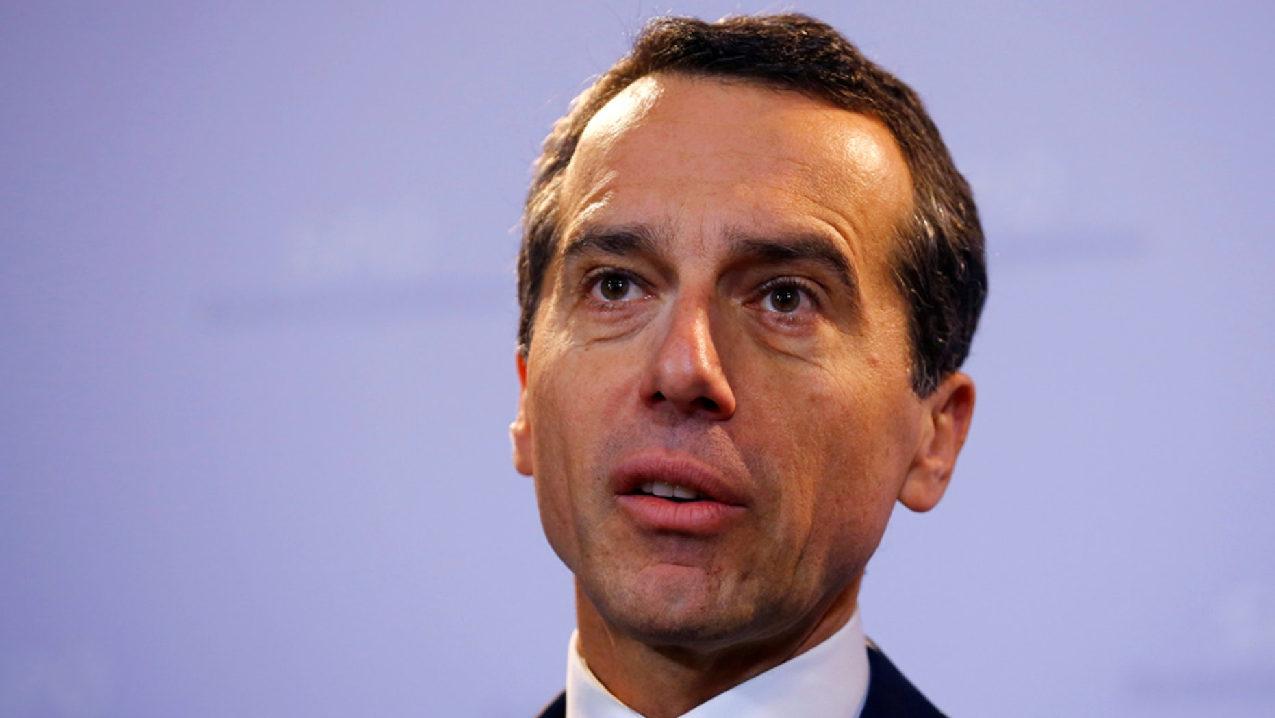 Austrian Chancellor Christian Kern addresses a news conference in Vienna, Austria October 14, 2016.   REUTERS/Leonhard Foeger - RTSS8UD