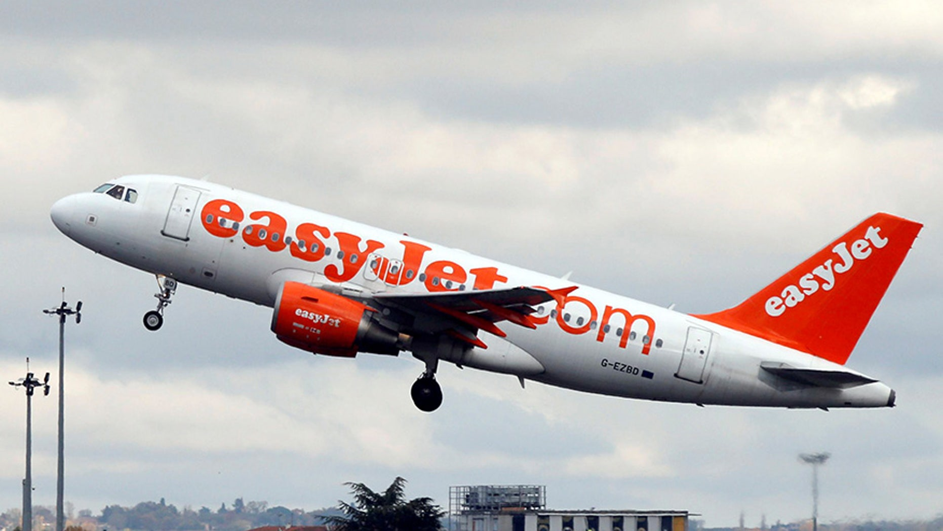 A 7-year-old girl reportedly slipped onto an EasyJet flight in Geneva without a ticket.