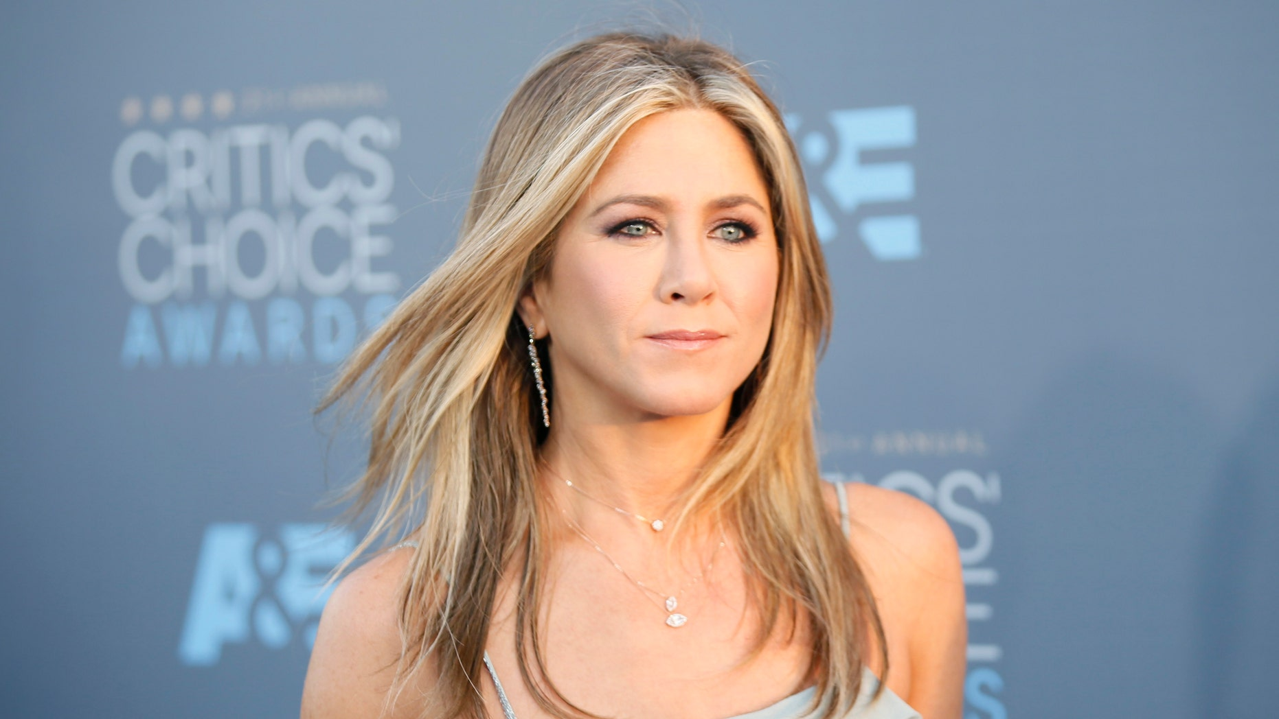Actress Jennifer Aniston arrives at the 21st Annual Critics' Choice Awards in Santa Monica, California January 17, 2016.  REUTERS/Danny Moloshok - RTX22T1W