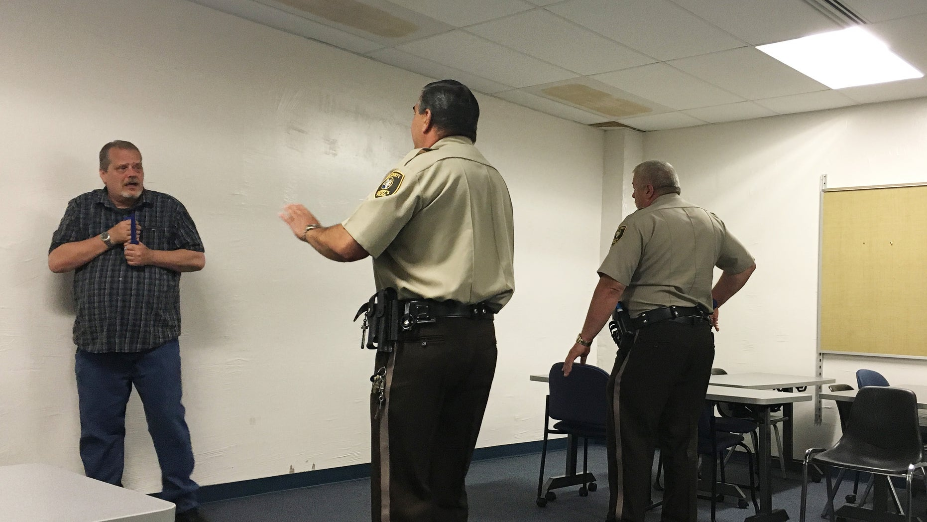 Bob Maas (L), a Crisis Intervention Training Instructor and 16-year Cook County Sheriff's deputy, acts as a schizophrenia customer during a training at Triton College in River Grove, Illinois, U.S. June 23, 2016 as deputies learn how to interact with the mentally ill. Picture taken June 23, 2016. REUTERS/Justin Madden