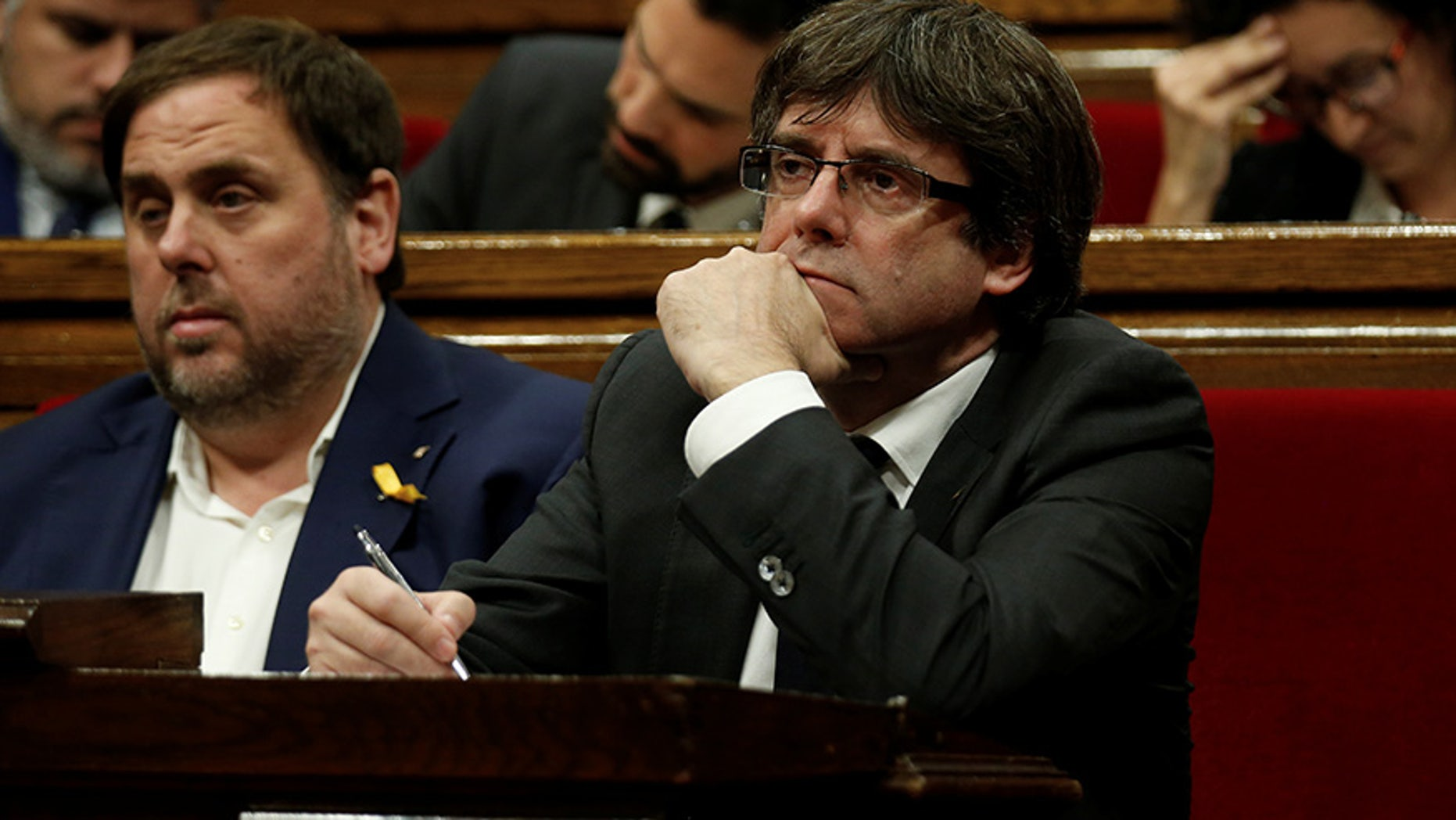 Catalan President Carles Puigdemont (R) and Vice President Oriol Junqueras attend a session at the Catalan regional Parliament in Barcelona, Spain, October 26, 2017. REUTERS/Albert Gea - RC1E8FE5B410